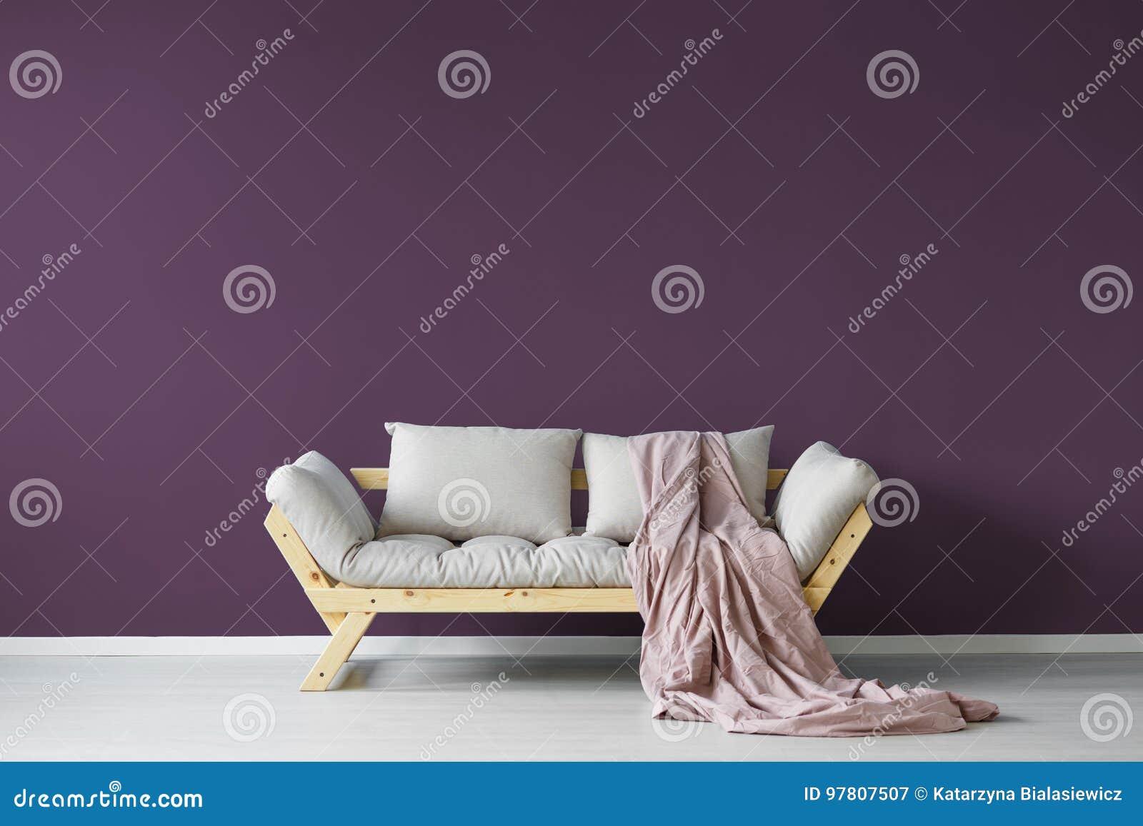 Het violette binnenland van de dagruimte