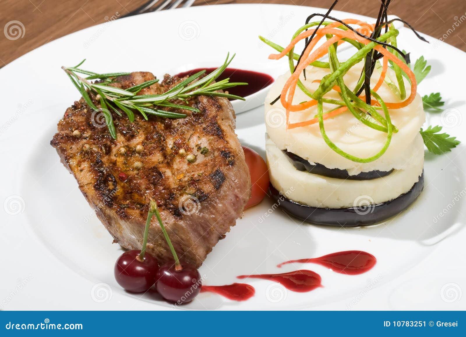 Het vlees van de kotelet en Fijngestampte Aardappel