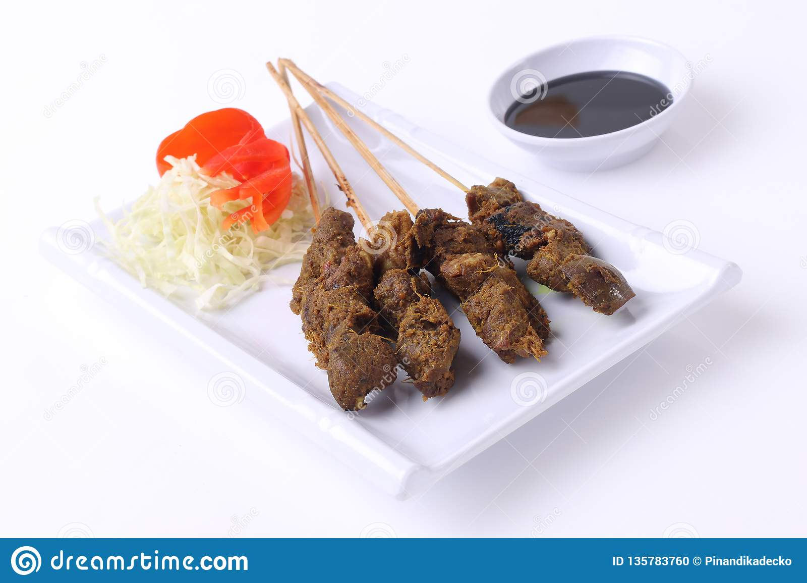 Het voedsel van Satayindonesië op witte plaat