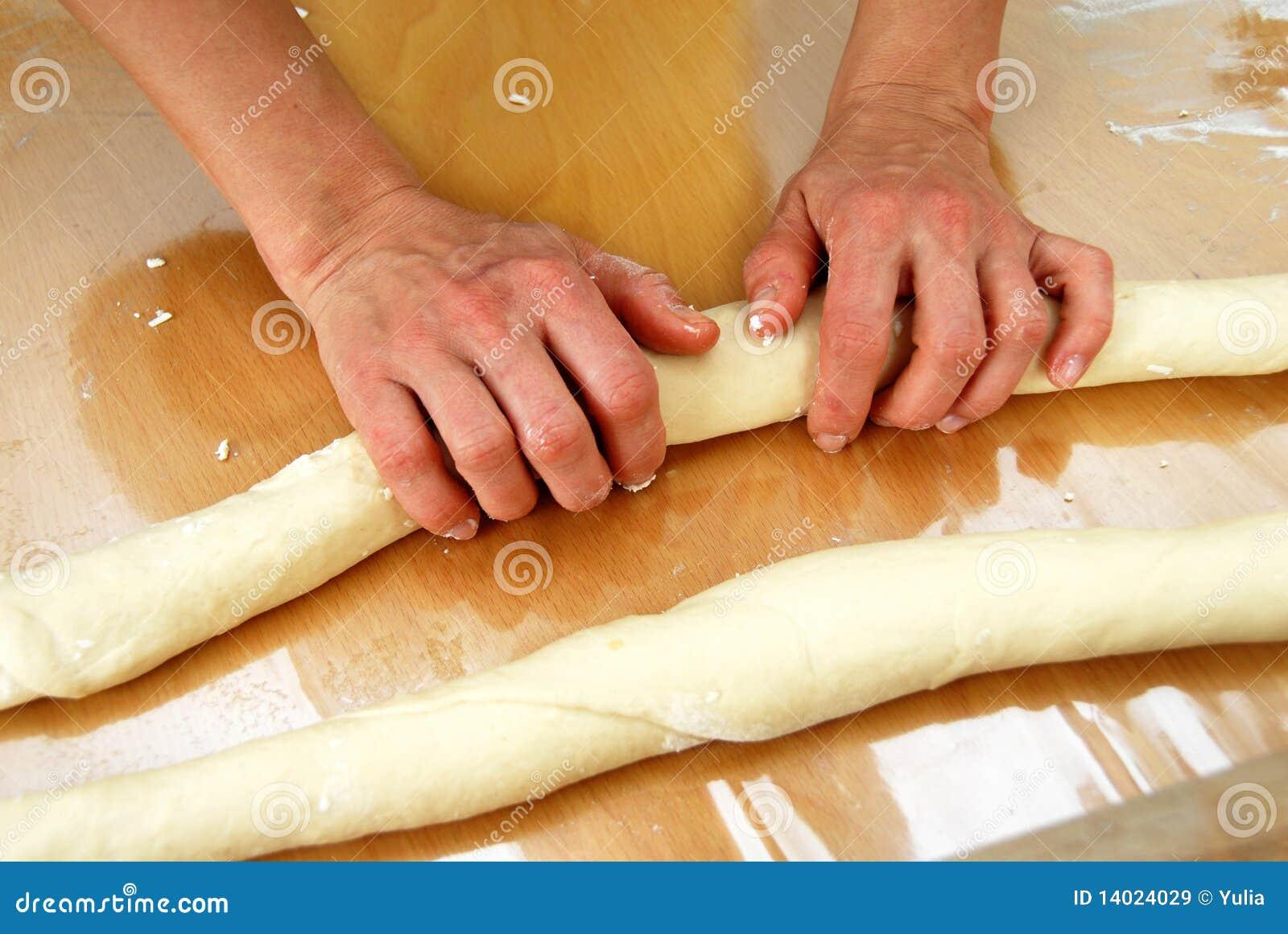 Het voorbereiden van gerold gebakje