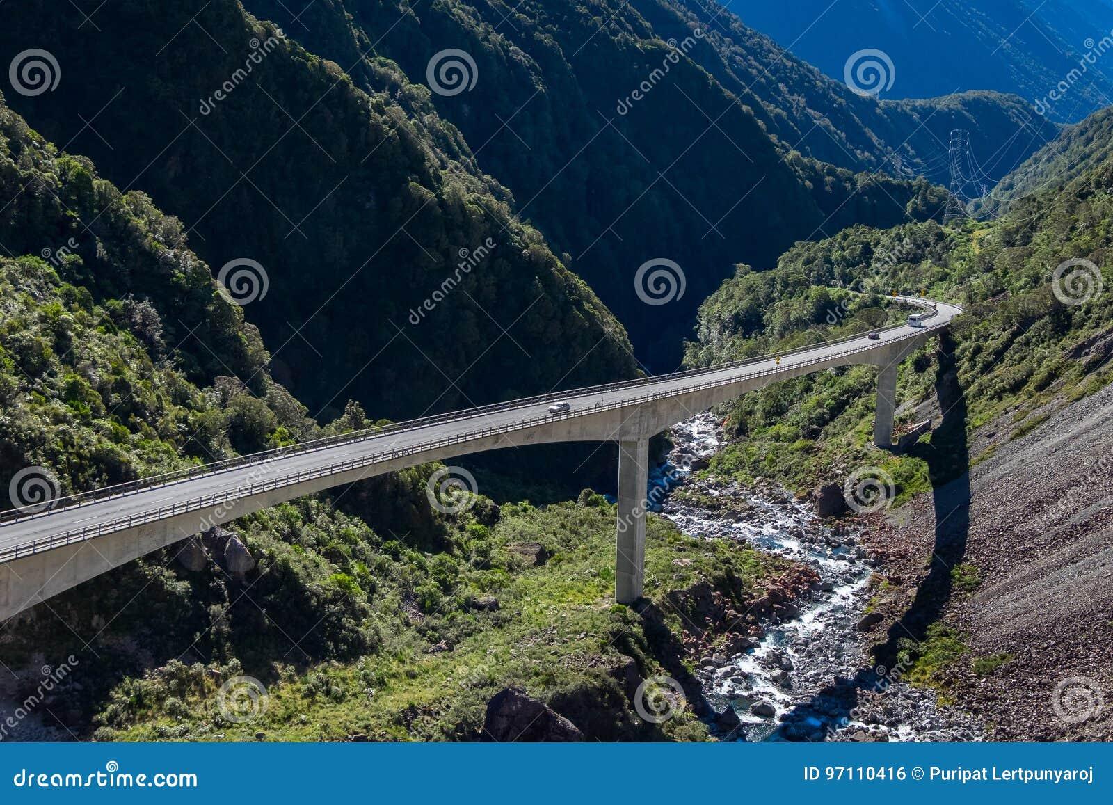 Het Vooruitzicht van het Otiraviaduct, de Pas Nationaal Park van Arthur ` s, Nieuw Zeeland