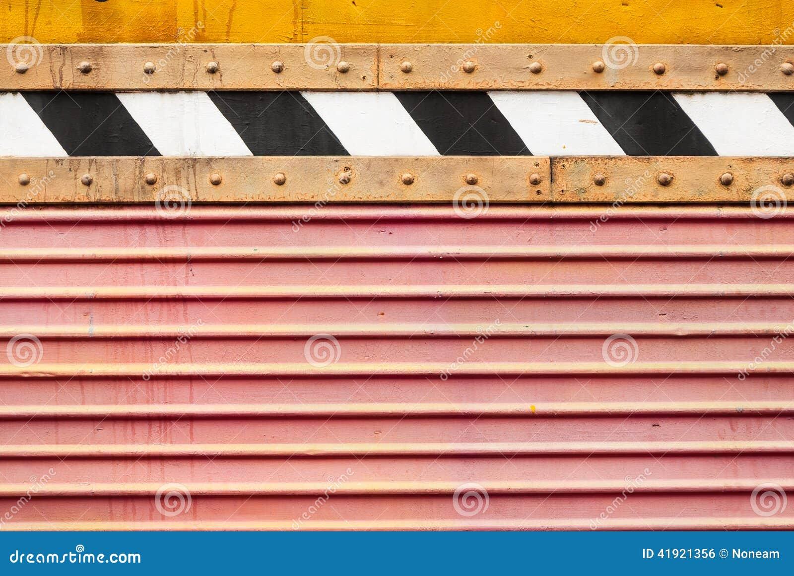 Het vuile Rode Blad van het Golfmetaal met Achter en Witte Streeptextuur Als achtergrond