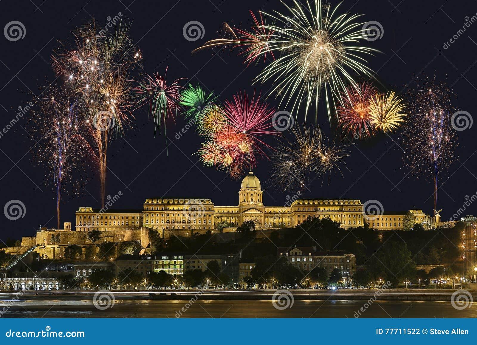 Het Vuurwerkvertoning van Boedapest - Hongarije