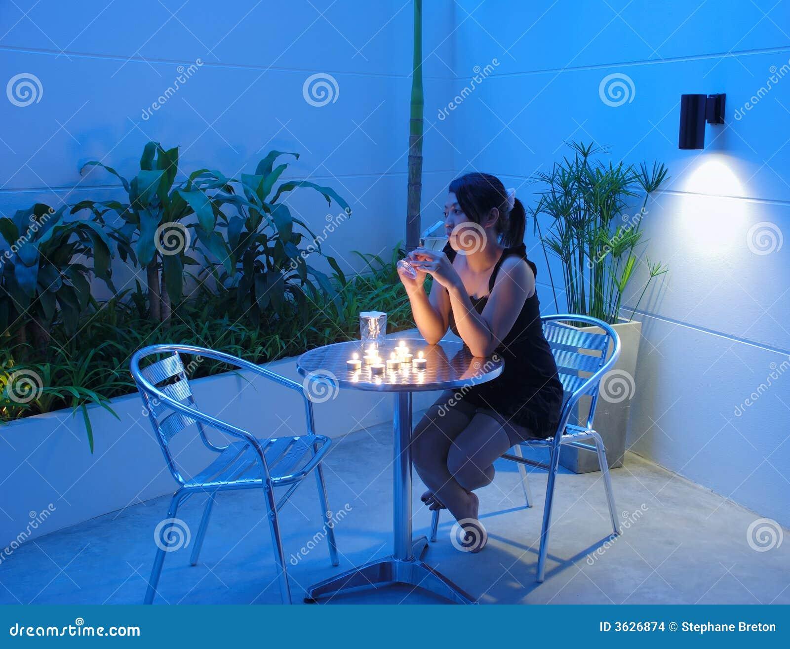 Het wachten van de vrouw