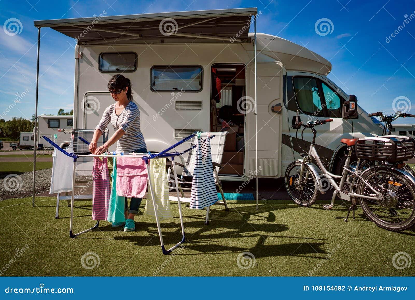 Het wassen op een droger bij een kampeerterrein