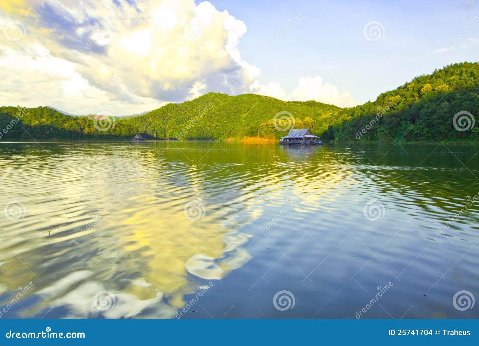 Het water van het landschap en dekkingsvlot voor toerisme stock foto afbeelding 25741704 - Groen behang van het water ...