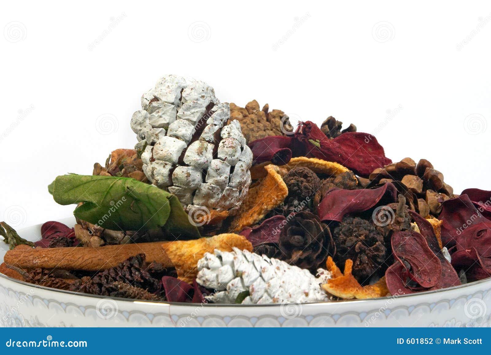 Het welriekend mengsel van gedroogde bloemen en kruiden van het porselein