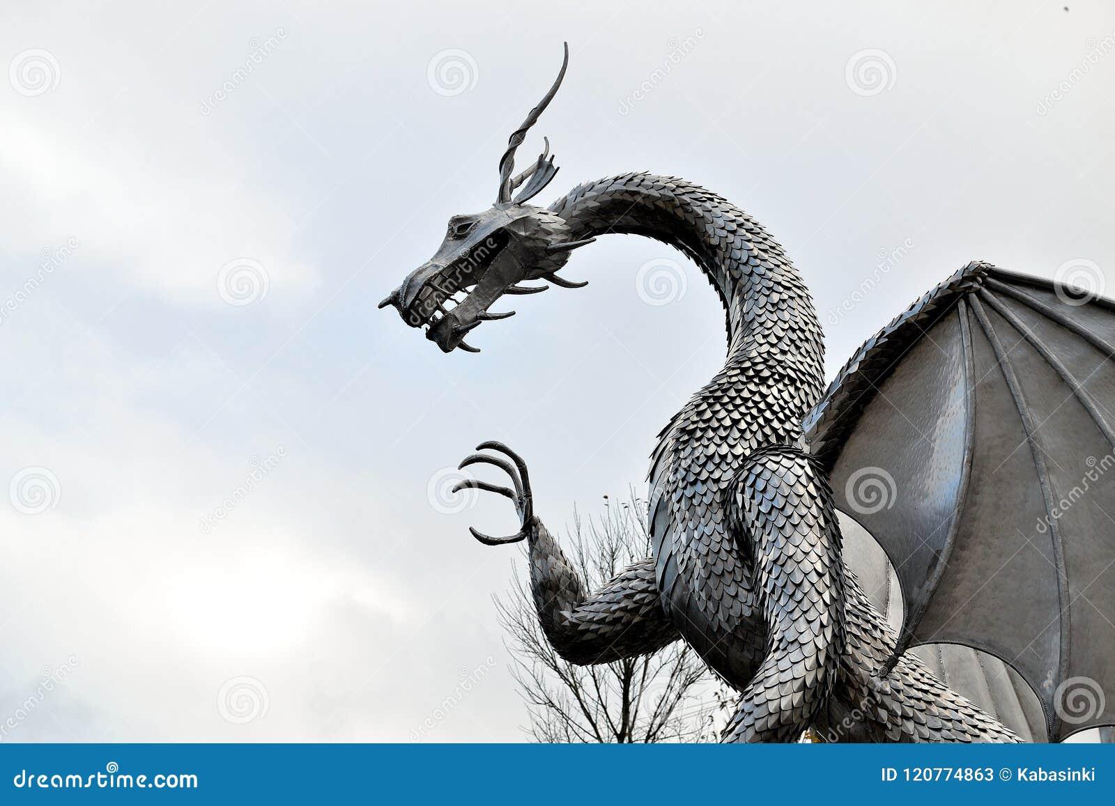 Het Welse beeldhouwwerk van de metaaldraak, architectuur