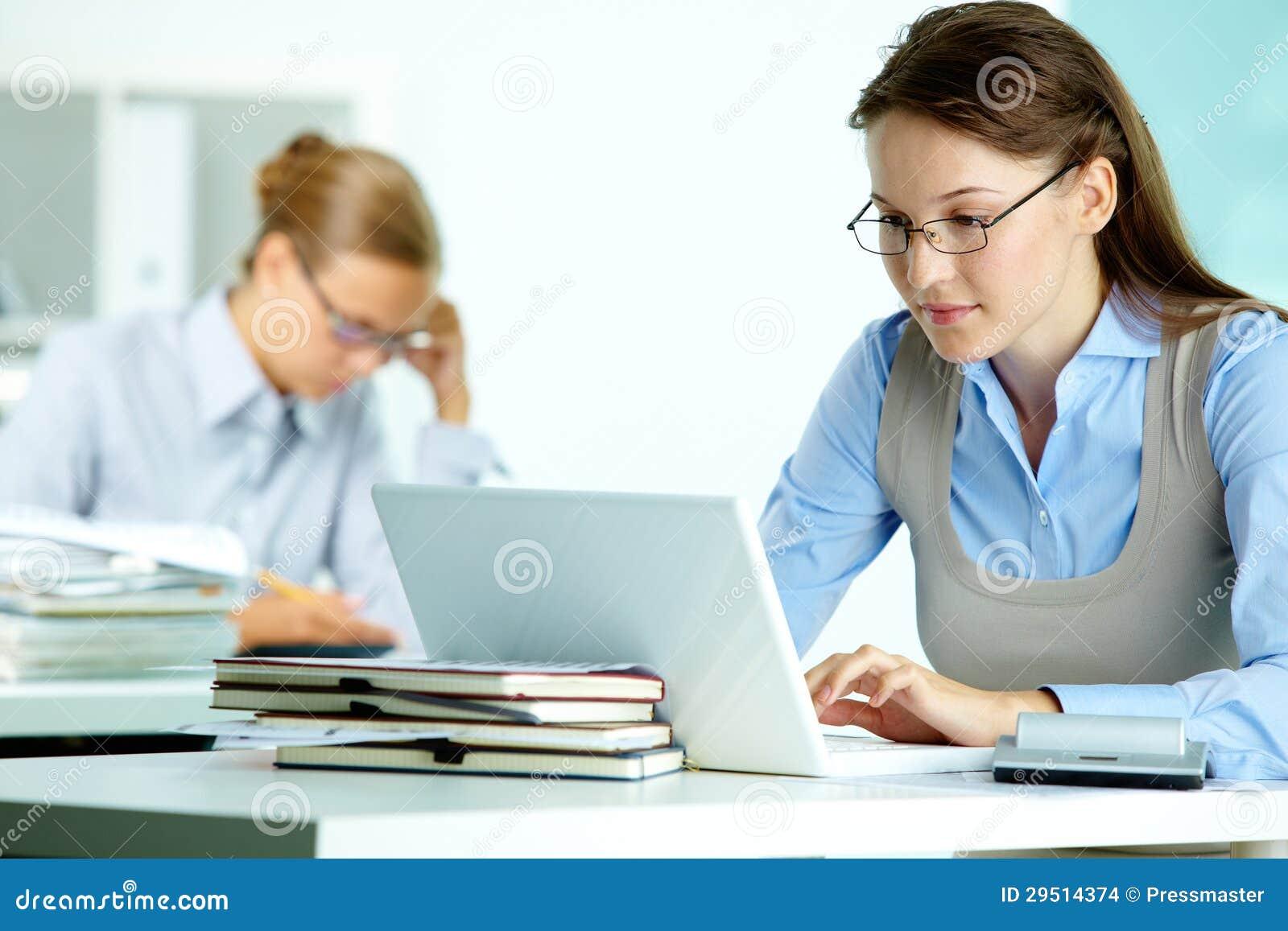Het werken van de secretaresse