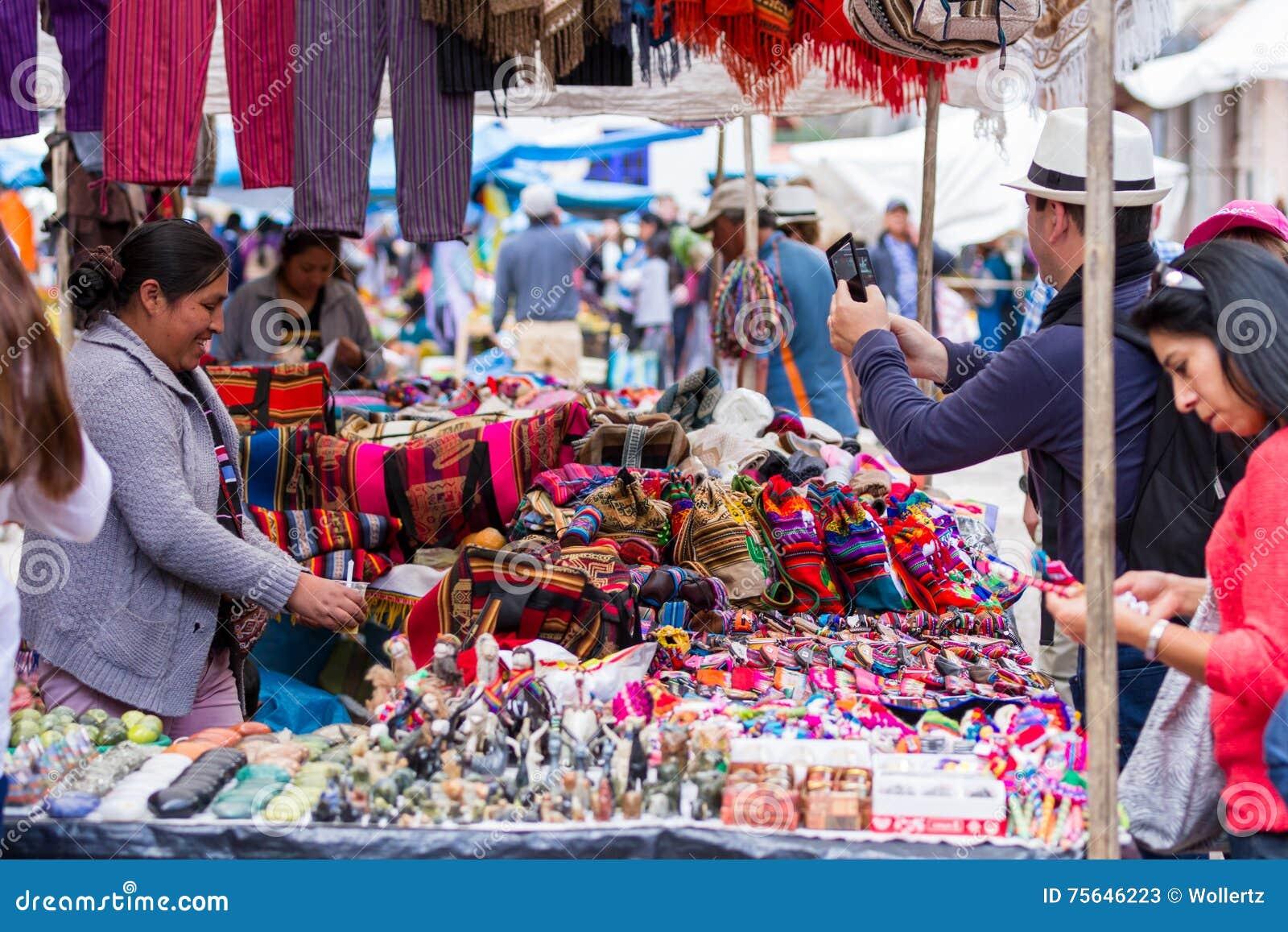 Het winkelen bij de Pisac-markt