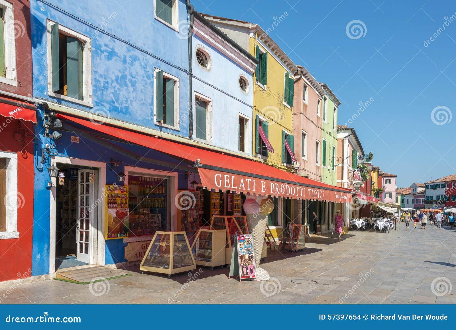 Het winkelen straat Burano, Italië