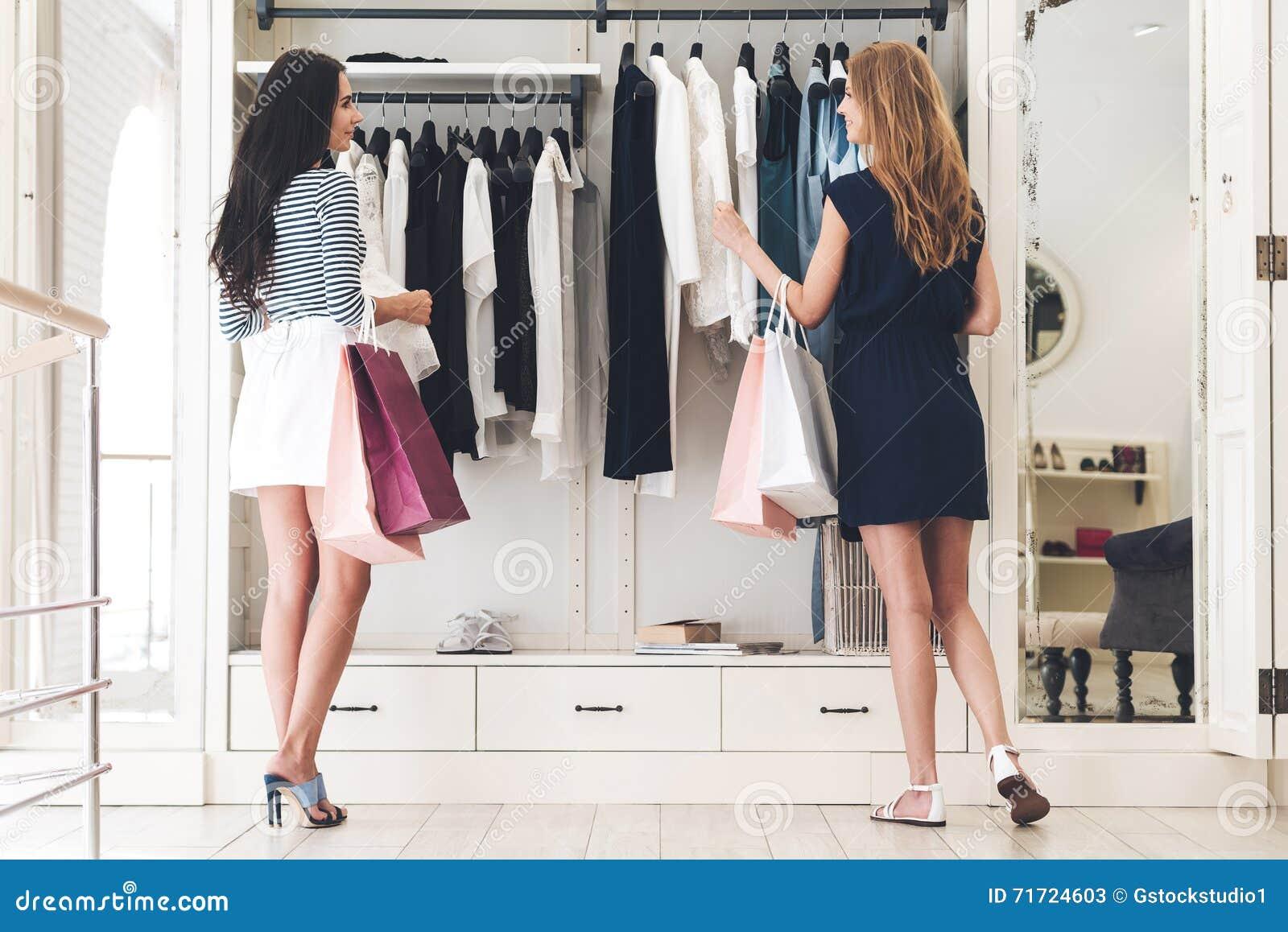 Het winkelen therapie met vriend