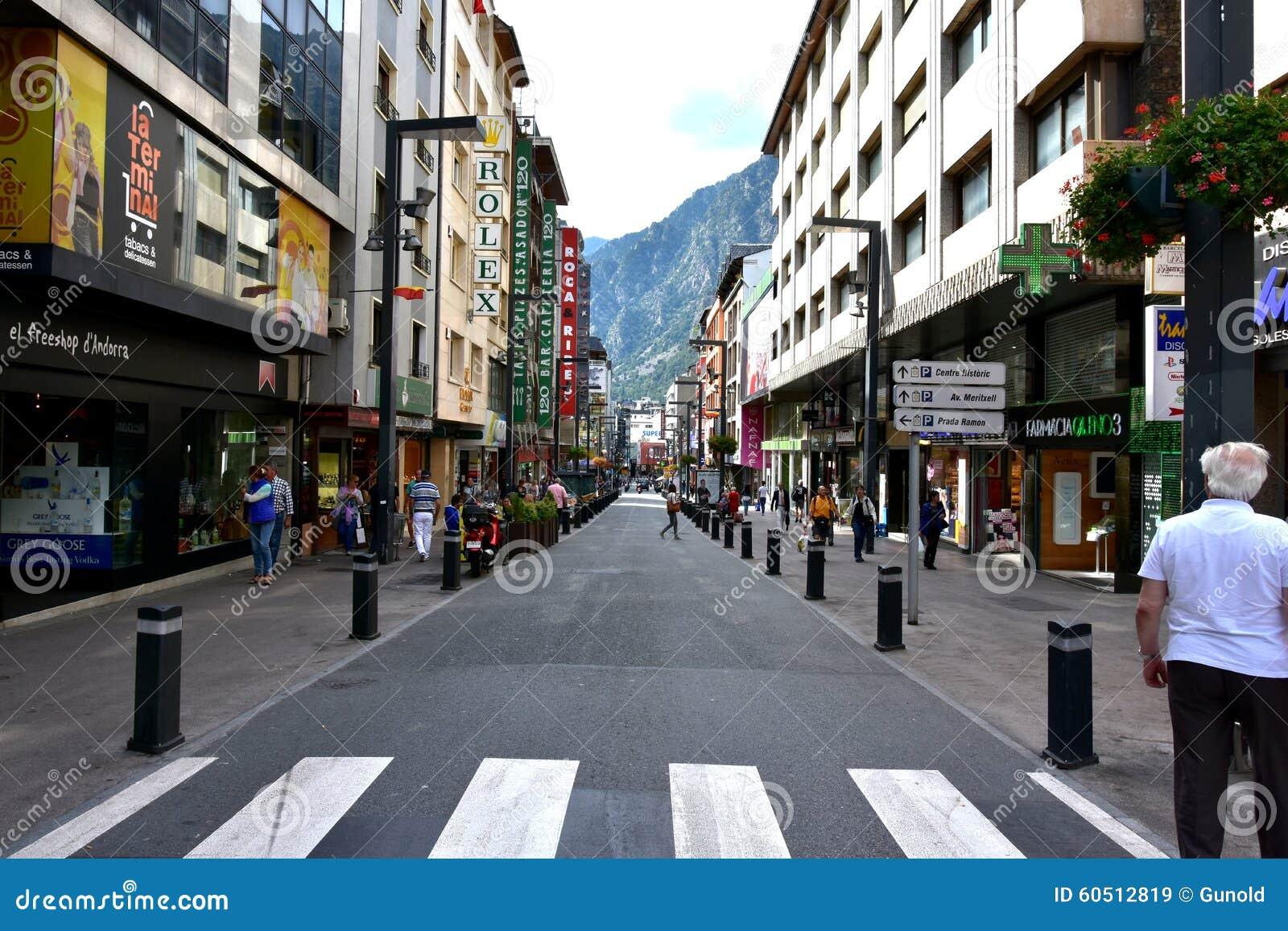 Het winkelen van La Vella van Andorra straat
