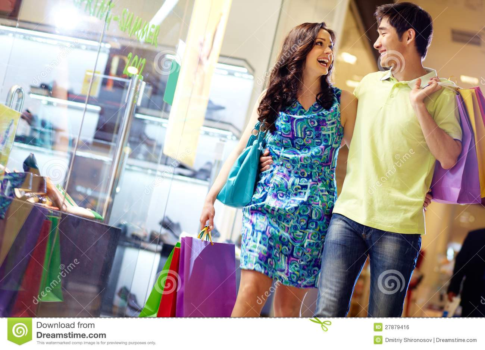 Het winkelen in volledige schommeling