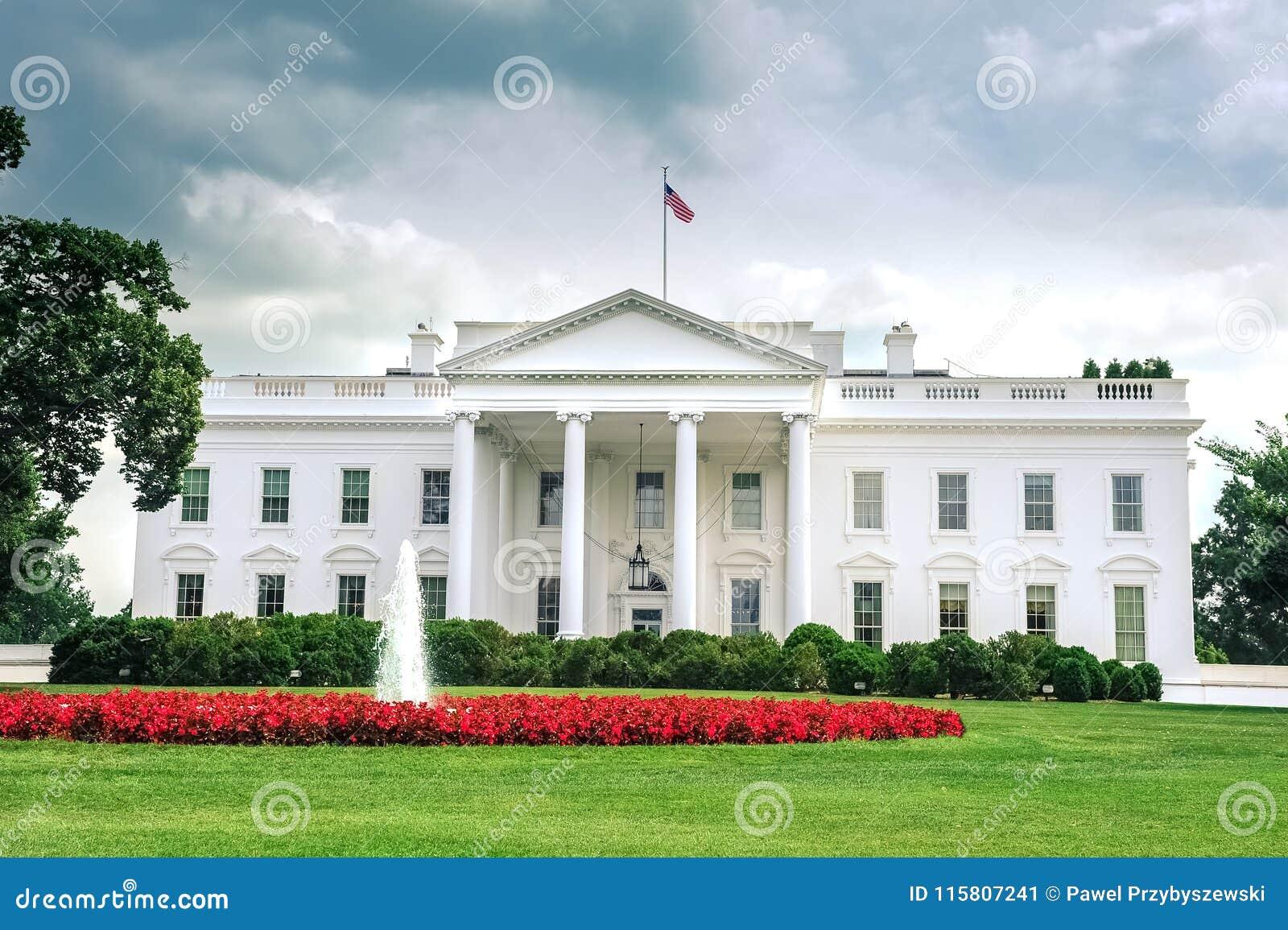 Het Witte Huis van Washington D C /Columbia/USA - 07 11 2013: Brede hoekmening bij het Witte Huis, ingangskant,