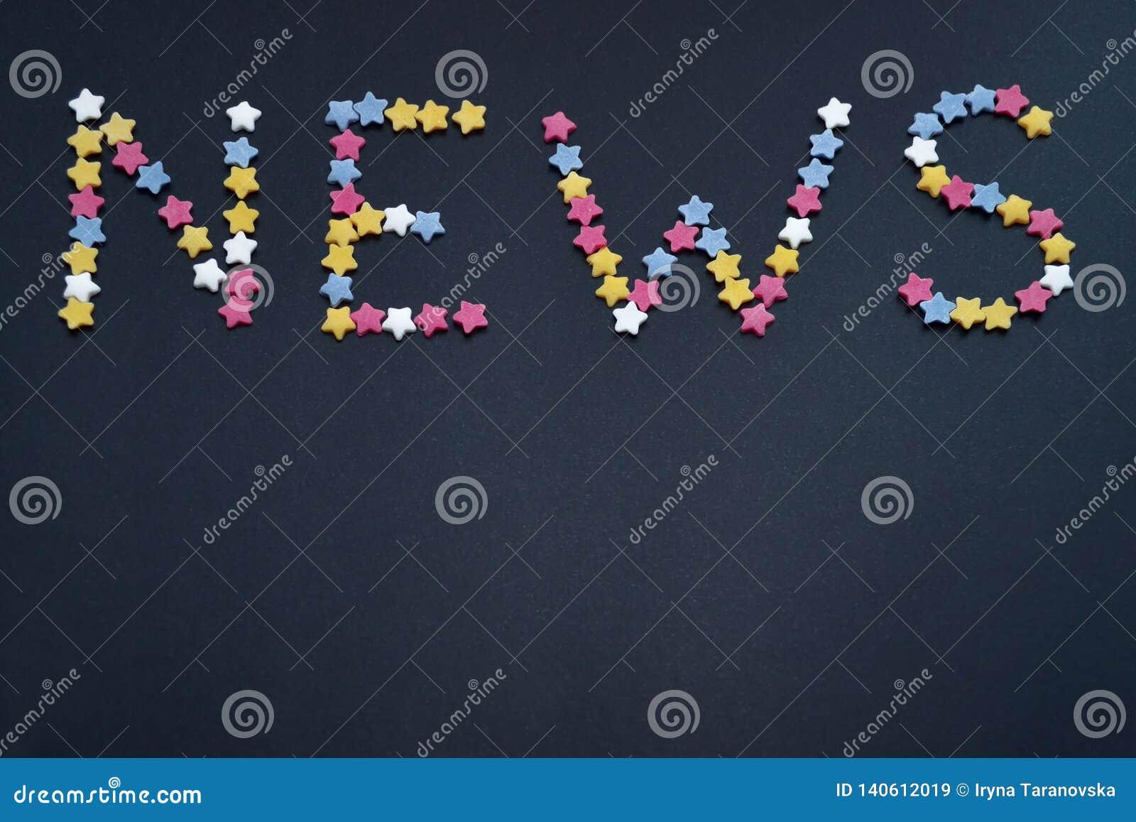 Het woordnieuws wordt geschreven door dun type van de sterren van het suikergebakje op een zwarte achtergrond, voor handel, verko