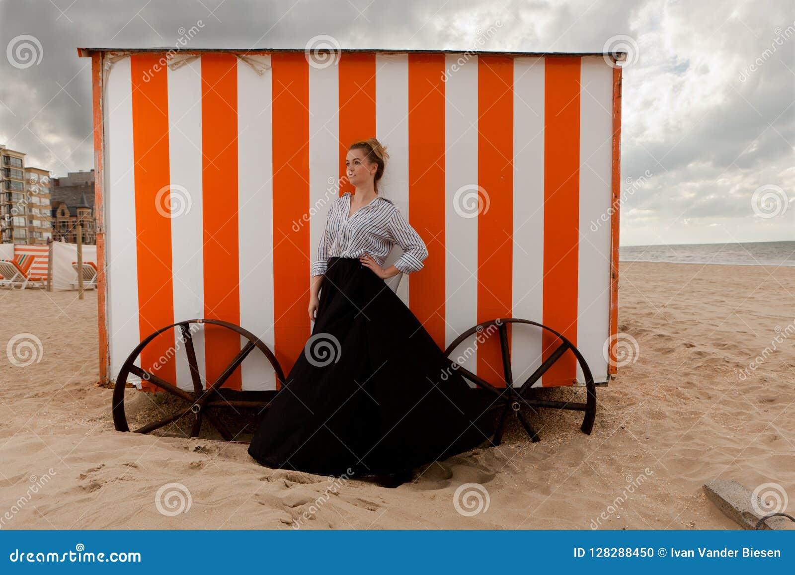 Het zandhut van de meisjeszon, De Panne, België