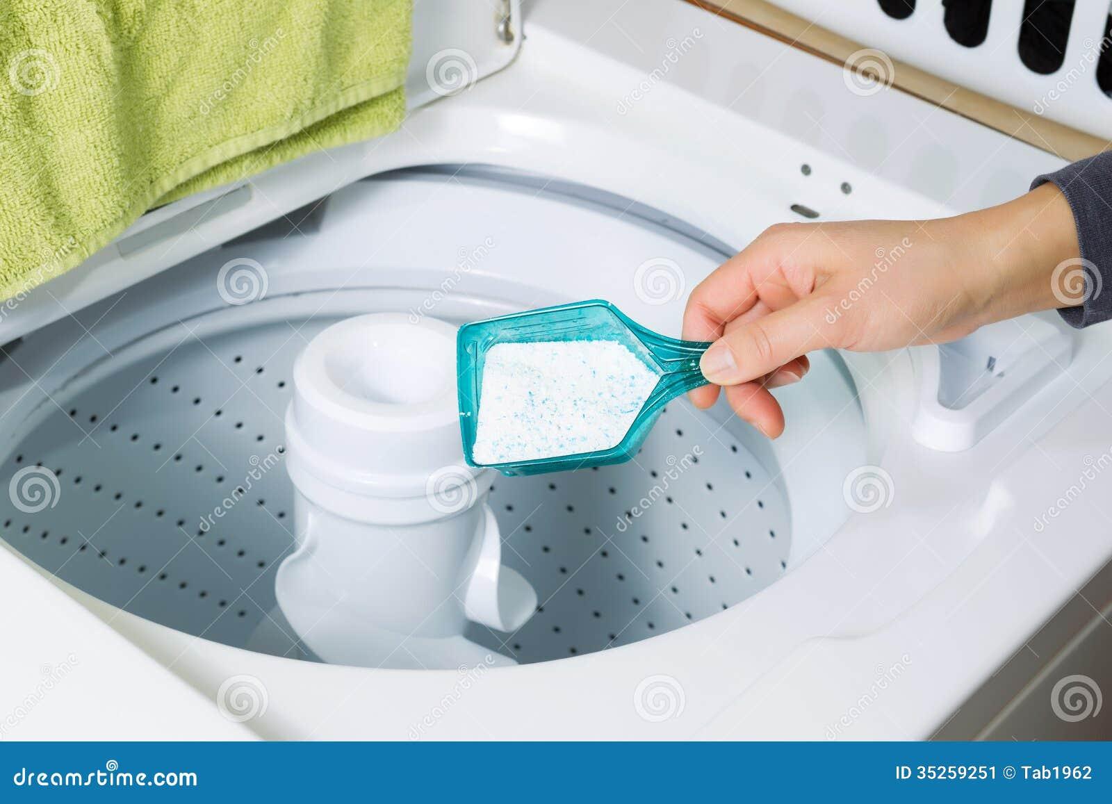 Het Zetten Van Zeep In Wasmachine Stock Afbeelding Afbeelding