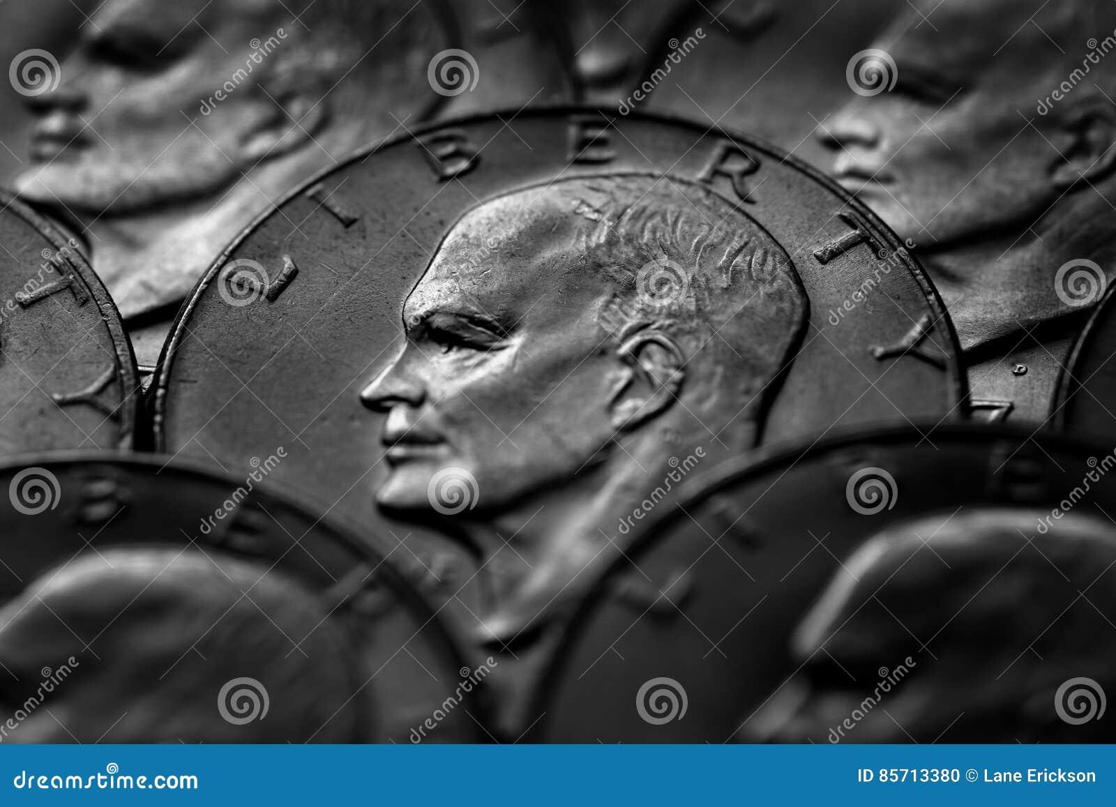Het zilveren Geld van de Muntstukkenv.s. Monetair voor Rijkdom en Rijkdom