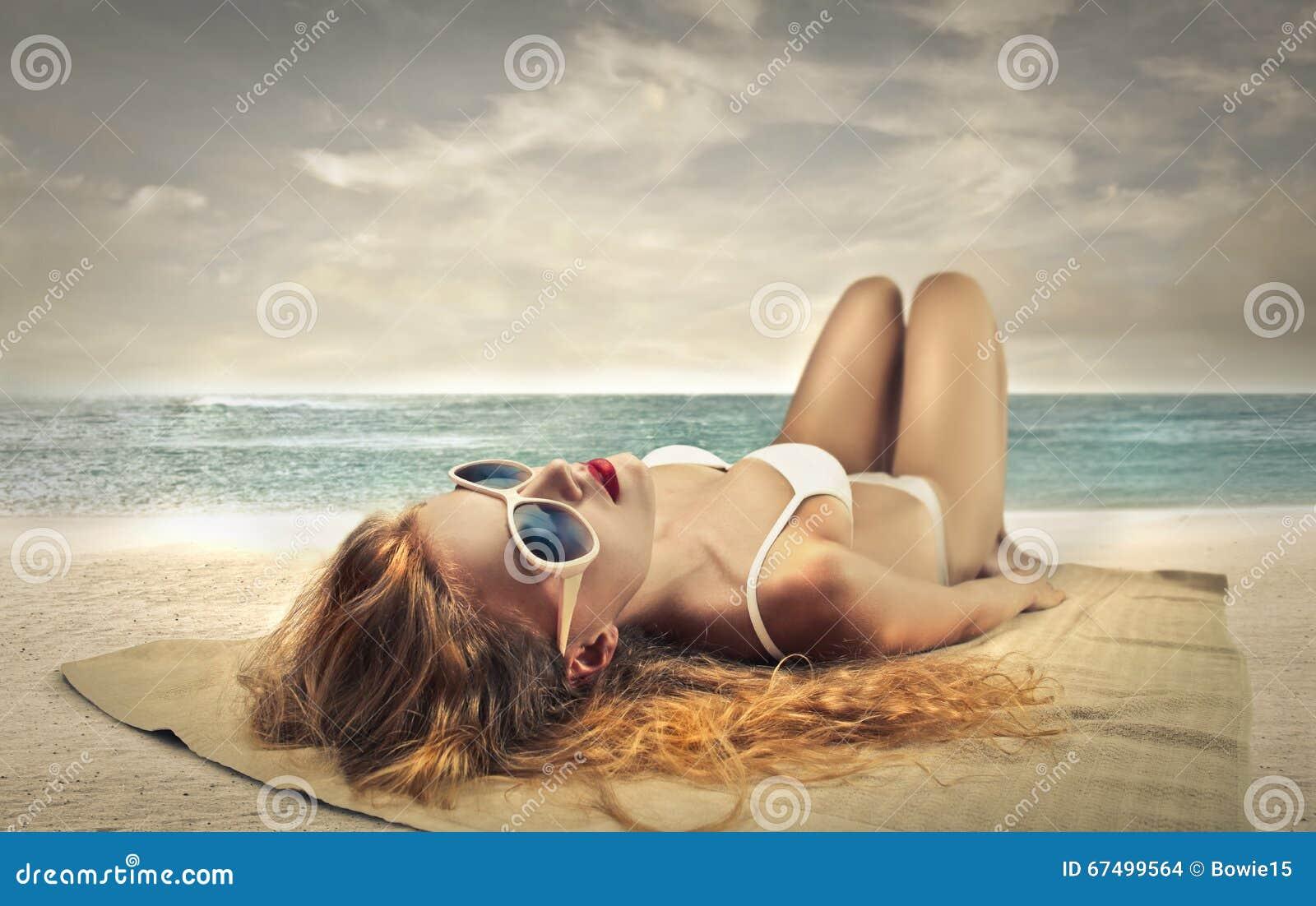 Het Zonnebaden van de vrouw