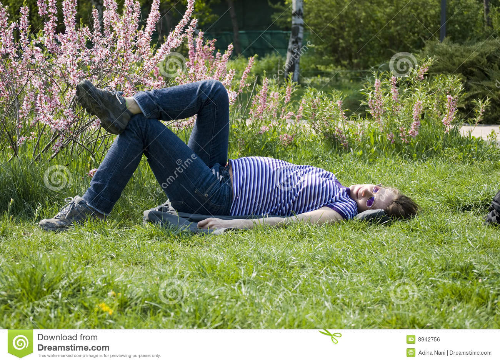 Het zwangere meisje rusten