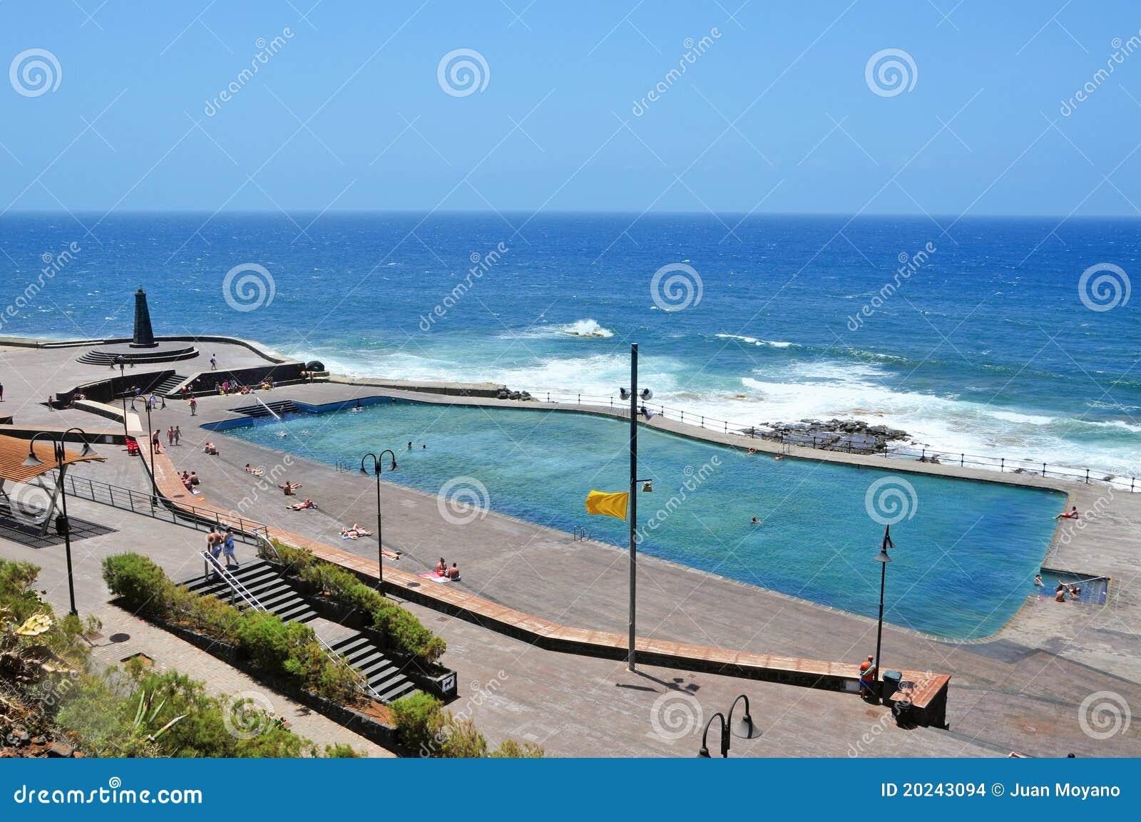 Het zwembad van het zeewater in bajamar tenerife spanje redactionele stock afbeelding - Fotos van het zwembad ...