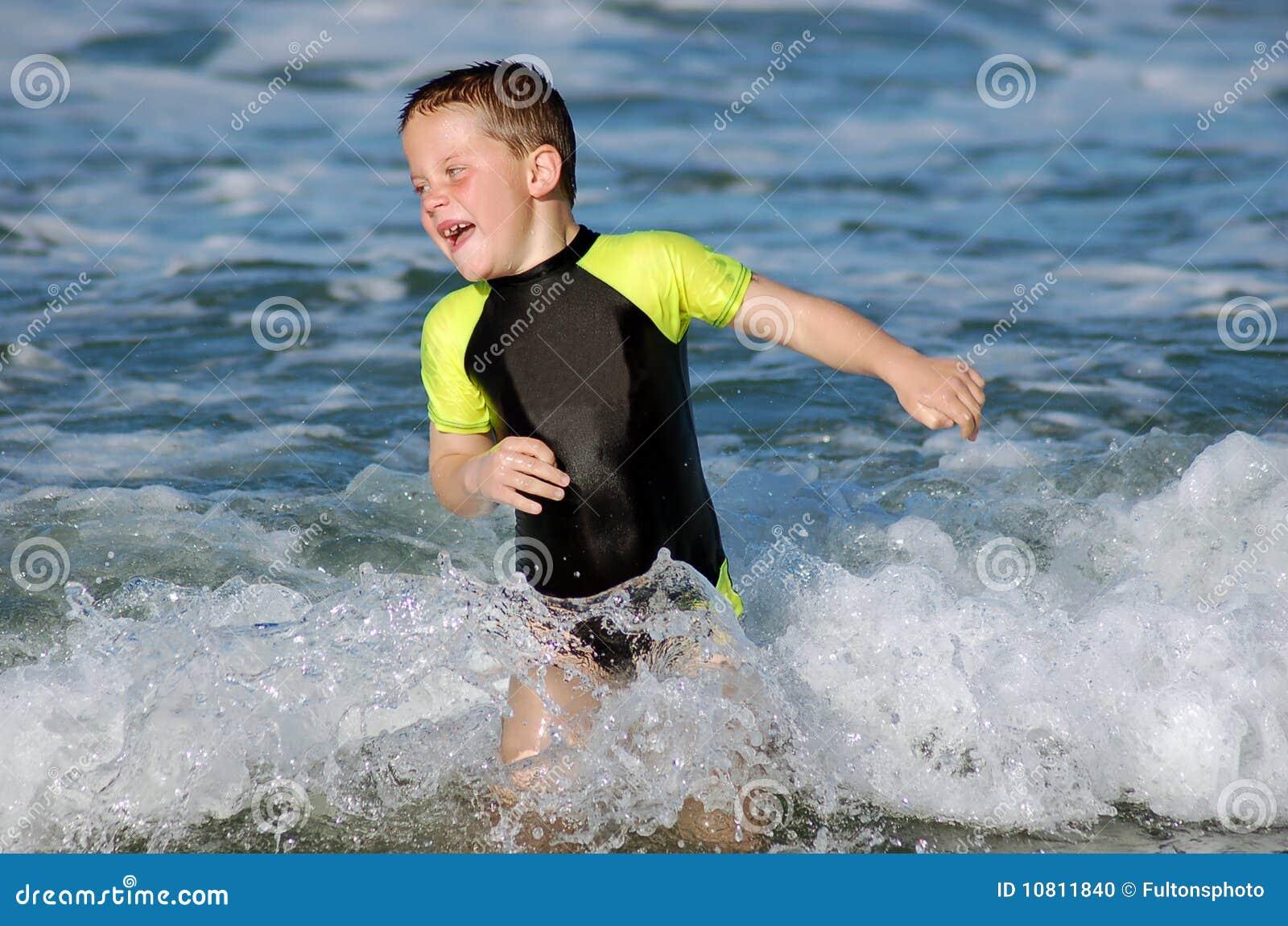 Het zwemmen in het overzees
