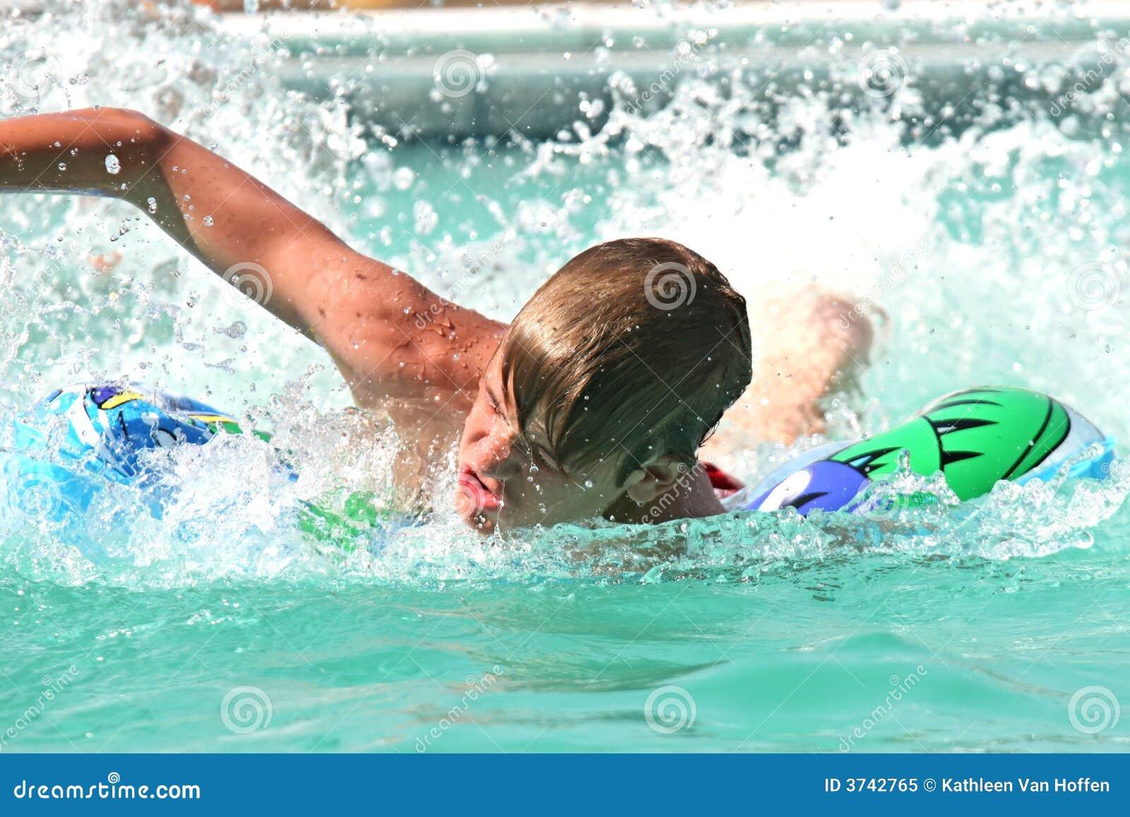 Het zwemmen van de tiener stock afbeelding afbeelding bestaande uit swimming 3742765 - Het versieren van de tiener kamer ...
