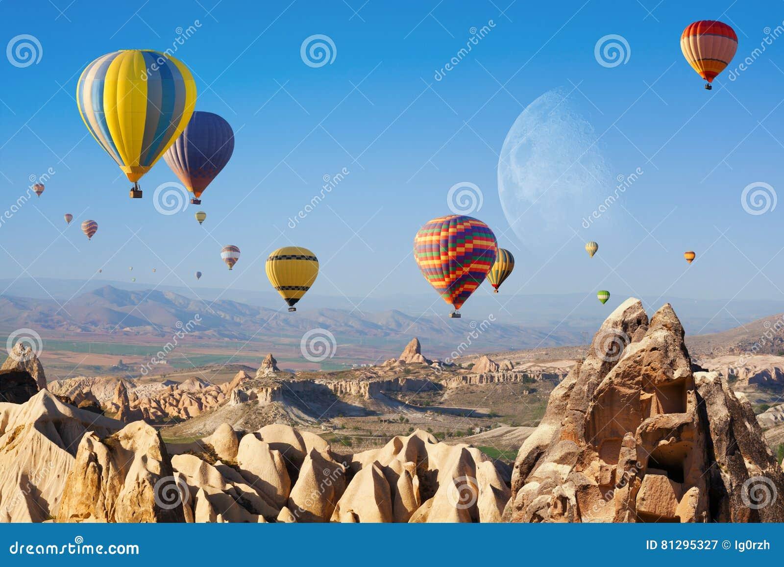 Hete lucht het ballooning in Cappadocia, Turkije