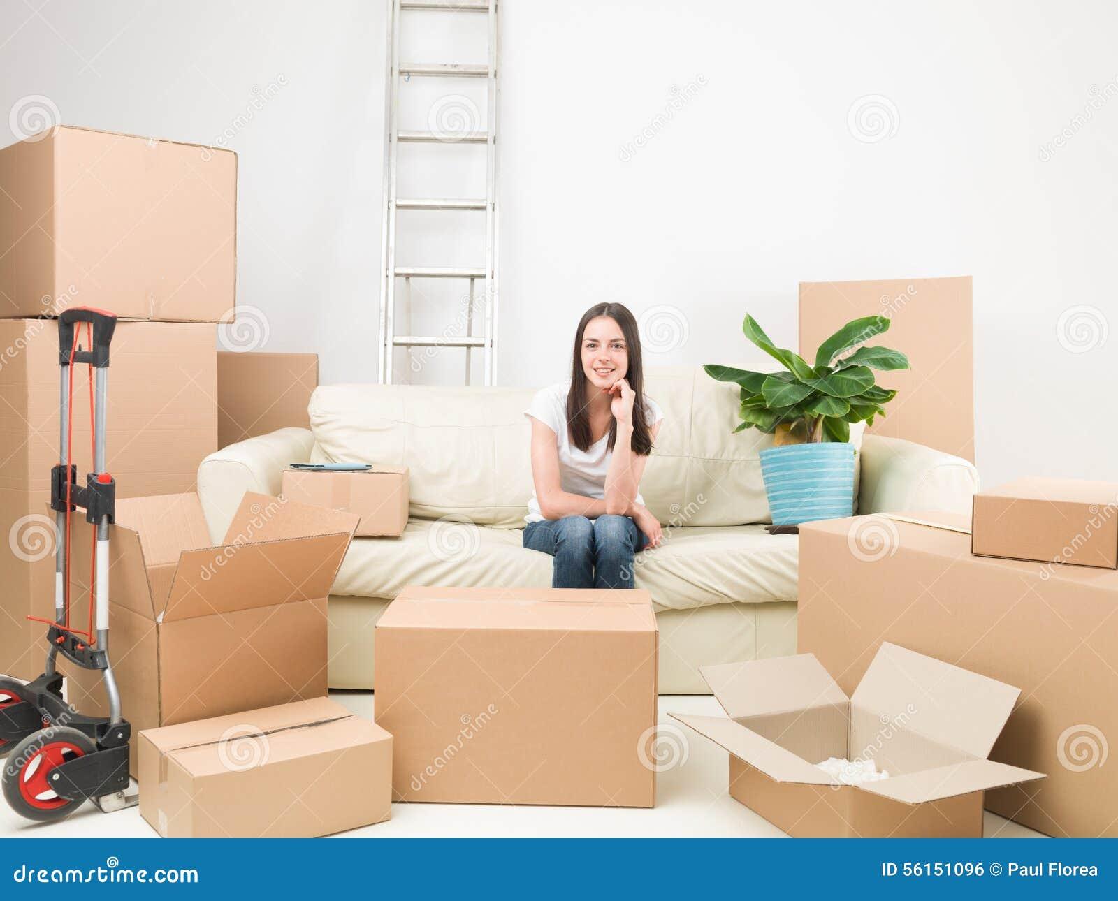 Heureux avec ma nouvelle maison photo stock image 56151096 for Concevoir ma nouvelle maison