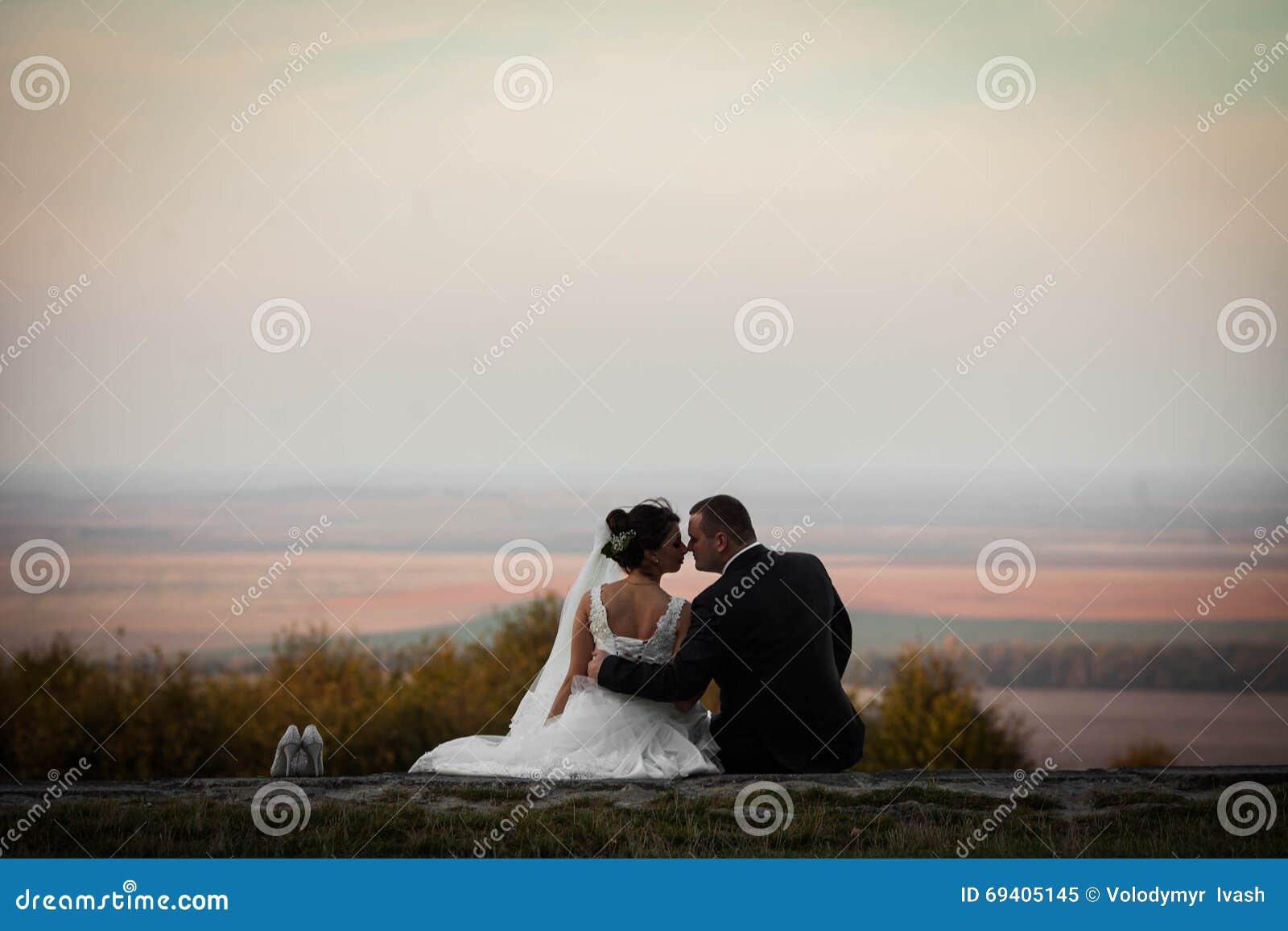 Heureux Magnifique élégant Romantique Doux Complètement Des