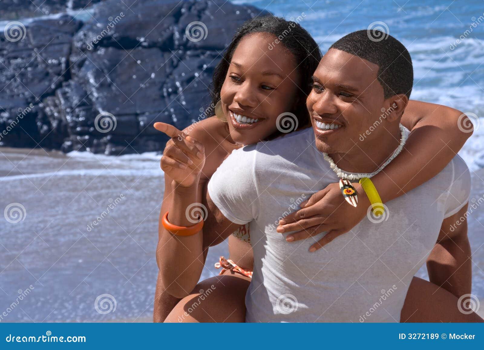 Heureux sur la plage
