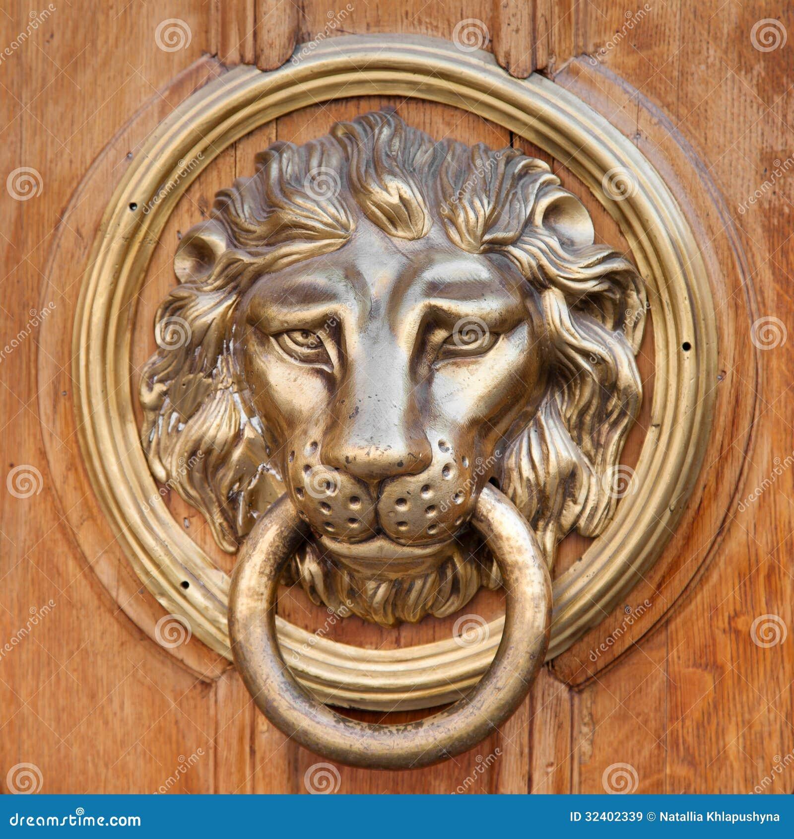 Heurtoir de porte poign e t te de lion images libres de droits image 32402339 - Heurtoir de porte tete de lion ...