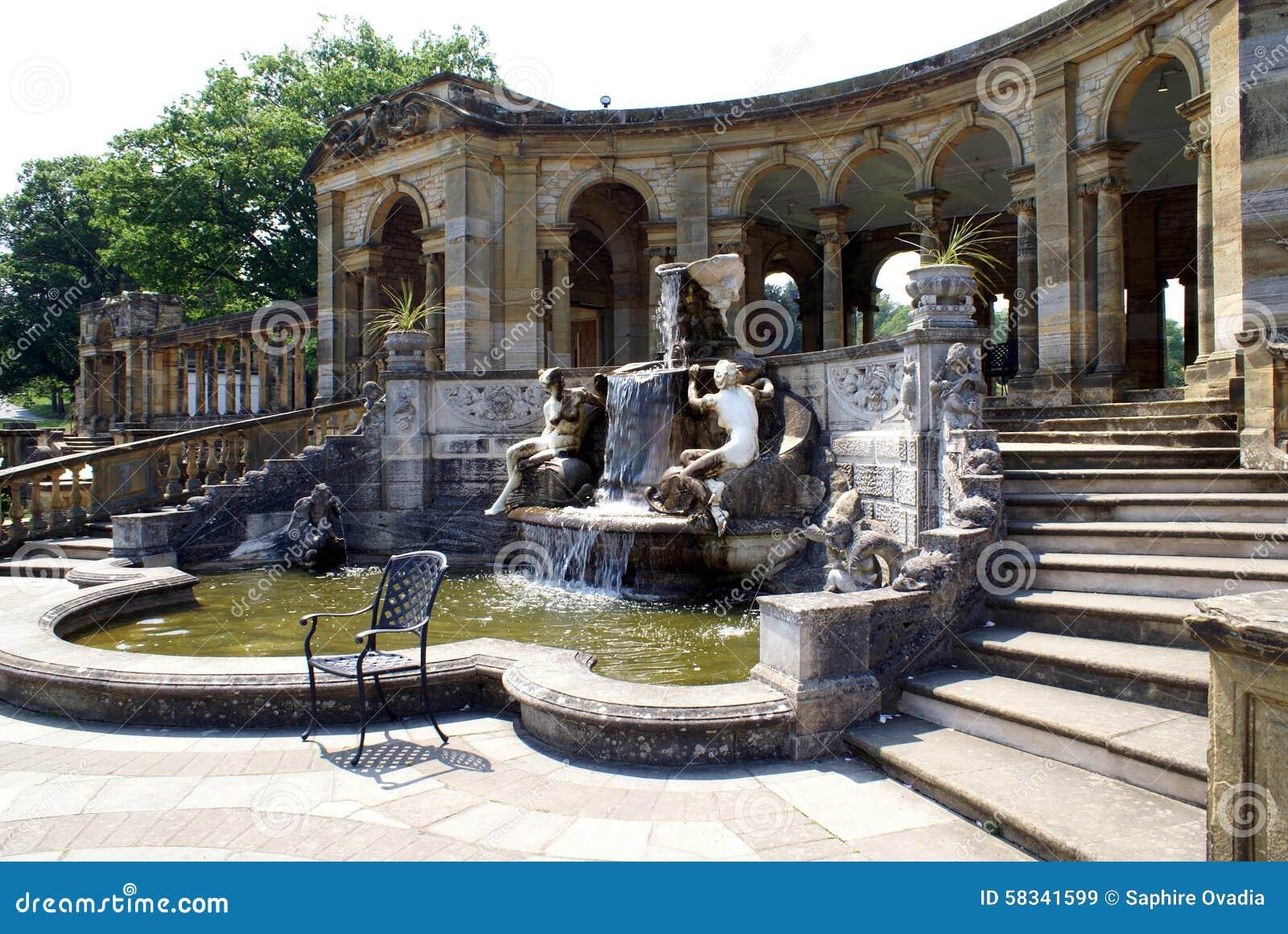 Hever slottspringbrunn & kolonnad i Hever, Edenbridge, Kent, England, Europa