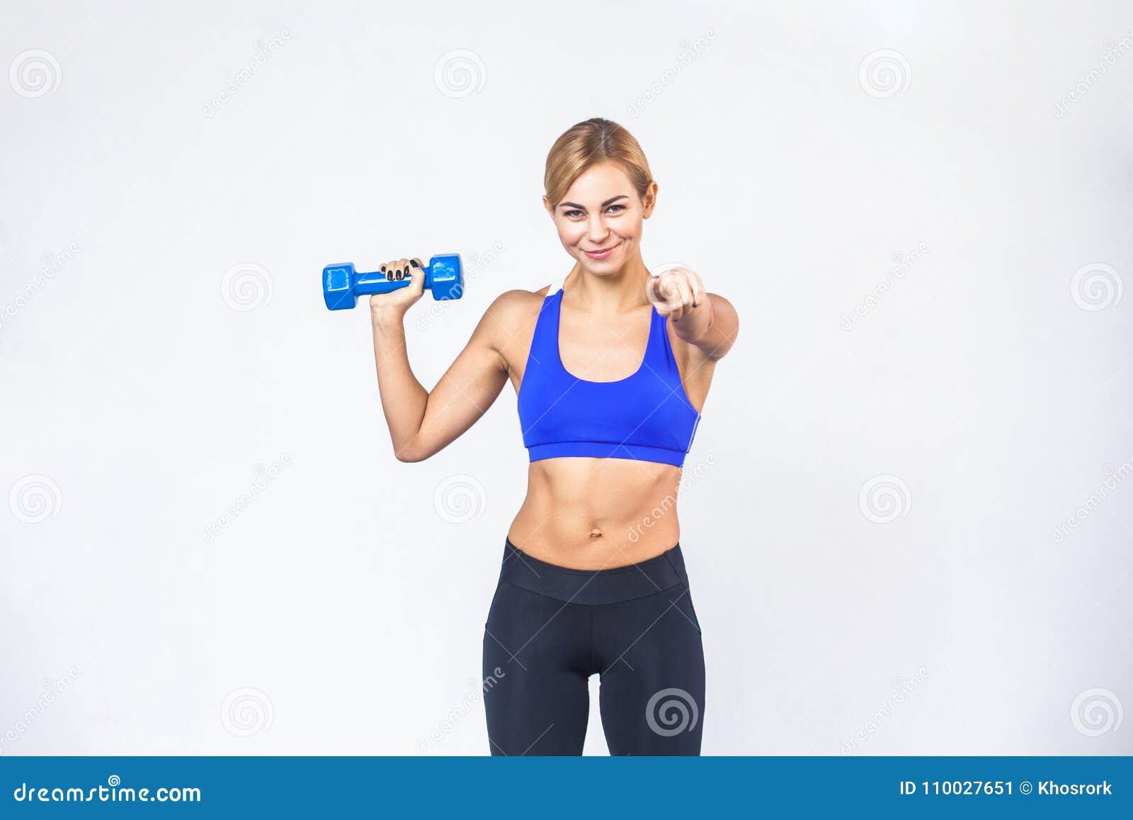 Hey u! Ga nu geschiktheid! Blonde sportieve vrouw die op camera richten
