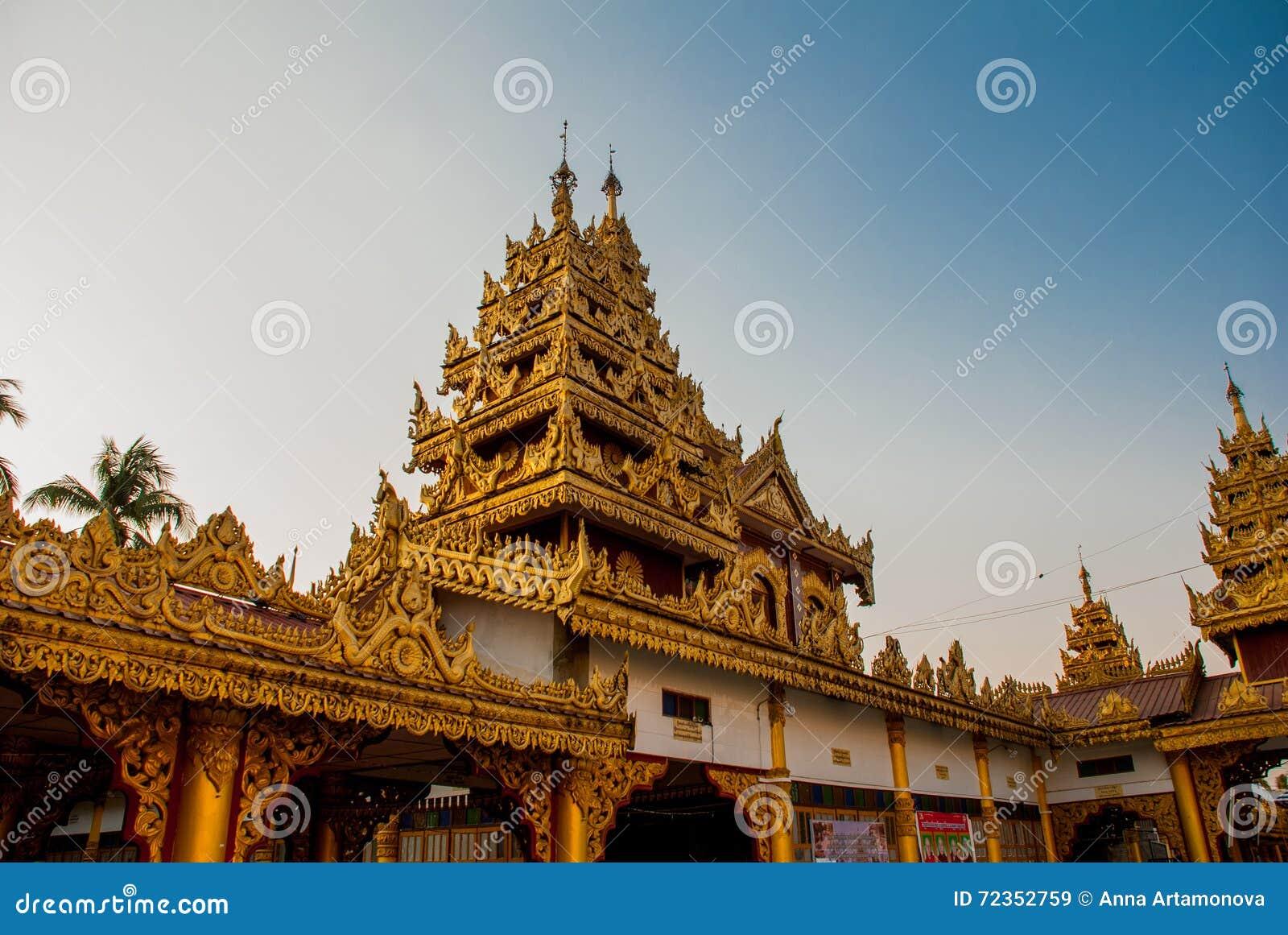 有金子的美丽的寺庙在一个小镇Hha-an 缅甸 缅甸
