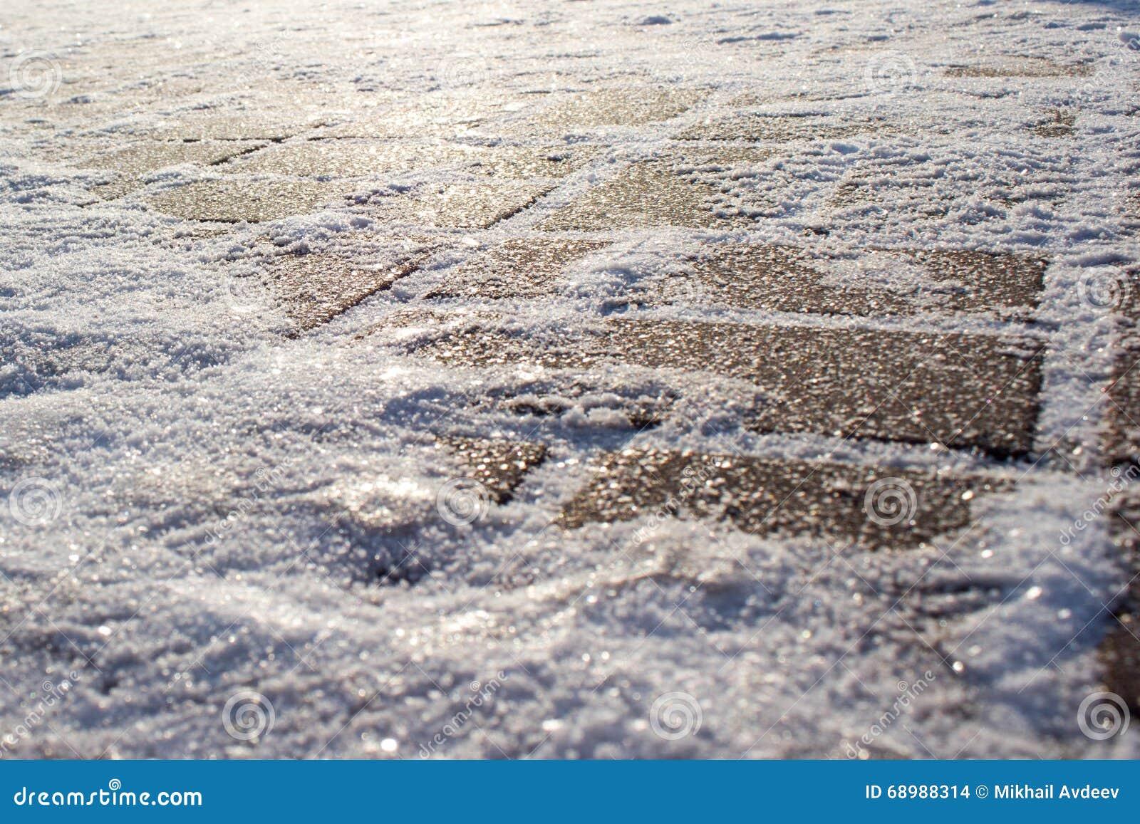 Hielo en el pavimento