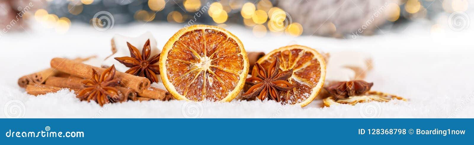 Hierbas anaranjadas de la fruta de la decoración de la Navidad que cuecen sno de la bandera de la panadería