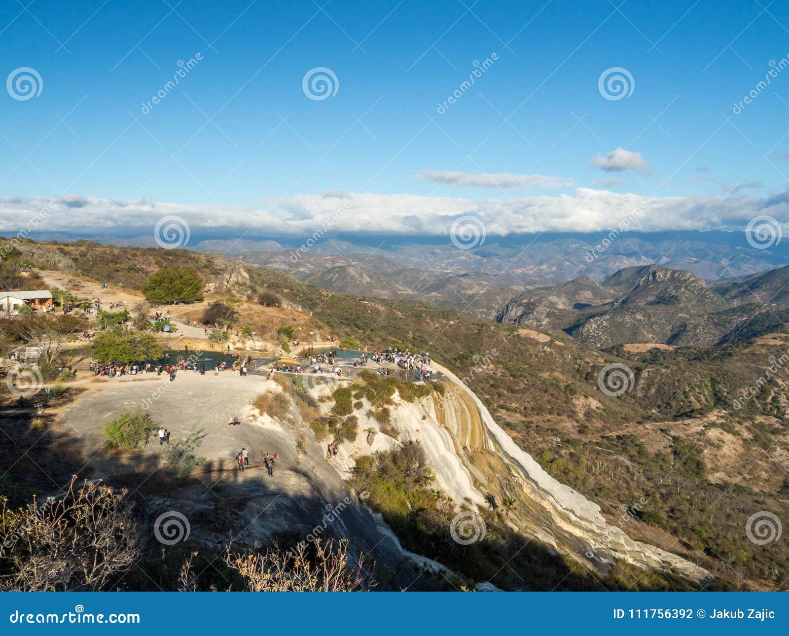 Hierve el agua, naturalna cud formacja w Oaxaca regionie w Meksyk, gorącej wiosny siklawa w górach podczas zmierzchu