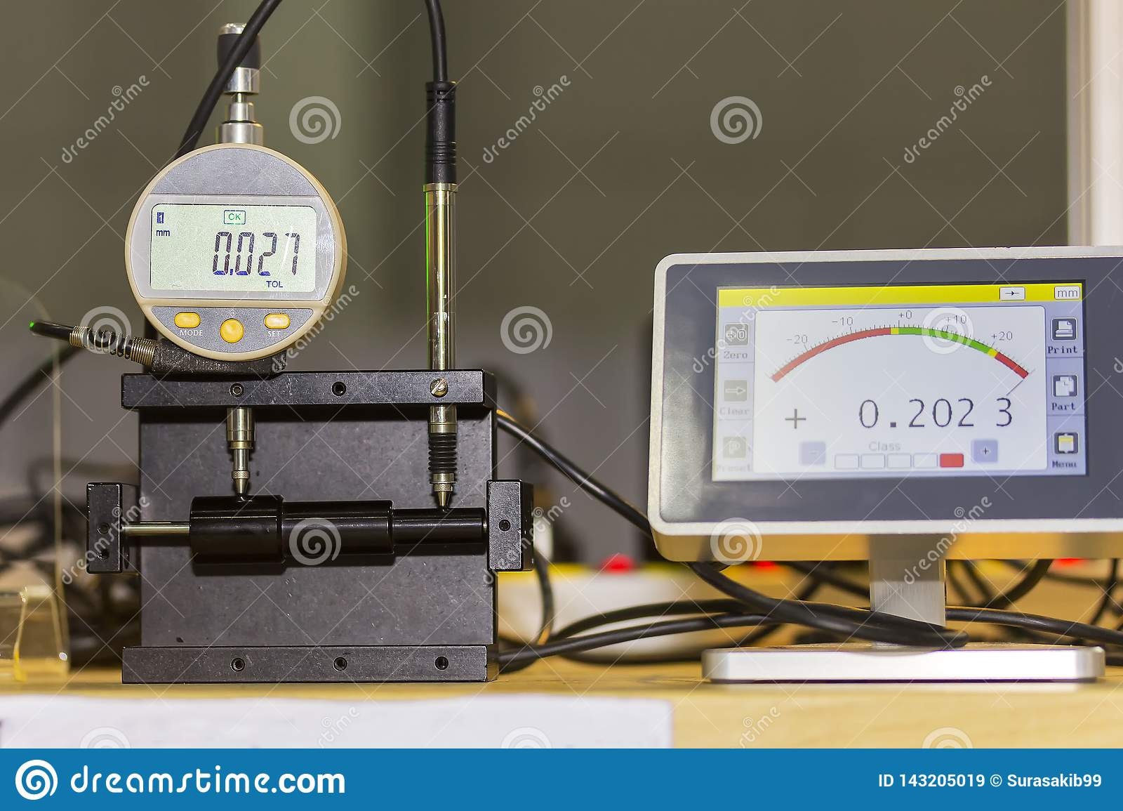 High accuracy and modern of digital gauges with probe and touch screen monitor for dimension measuring for industrial work