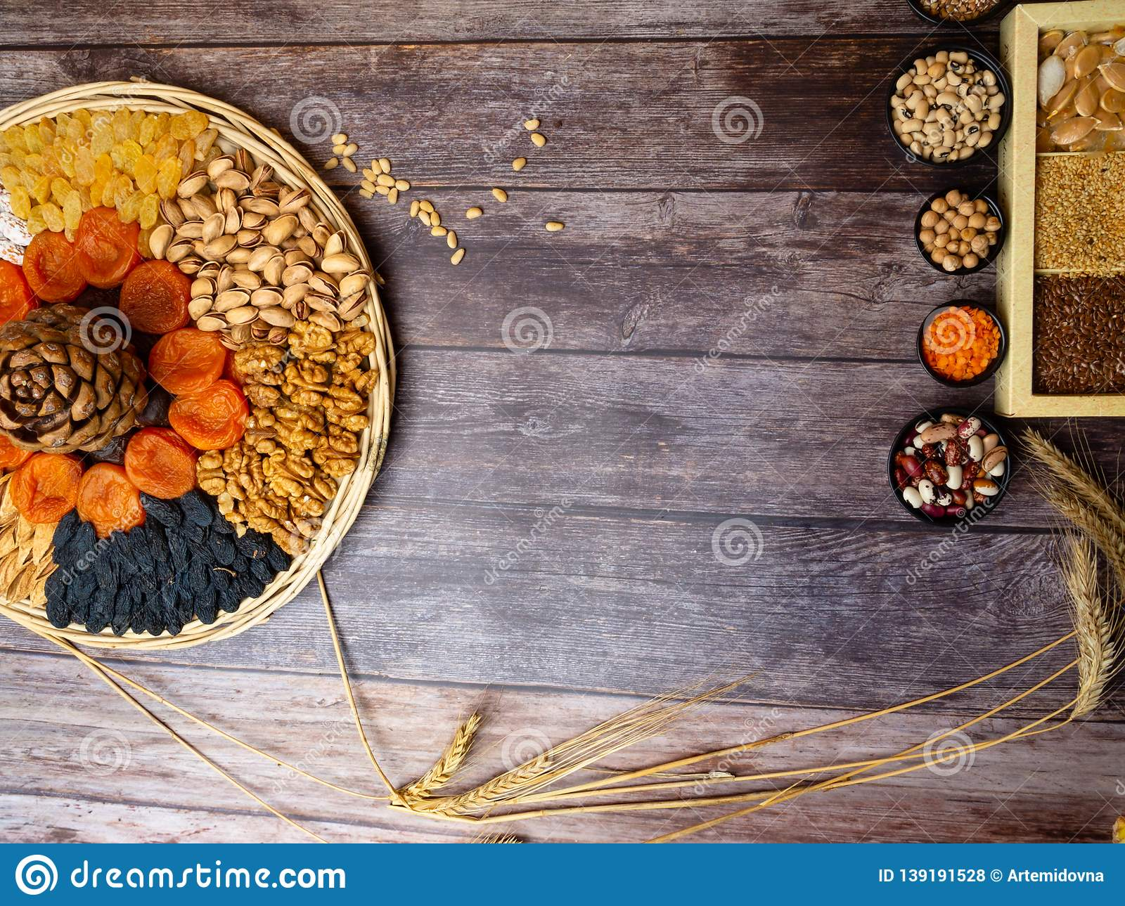 nuts seeds dried apricot raisin, cereal food high in antioxidants, anthocyanins, smart carbs and vitamins