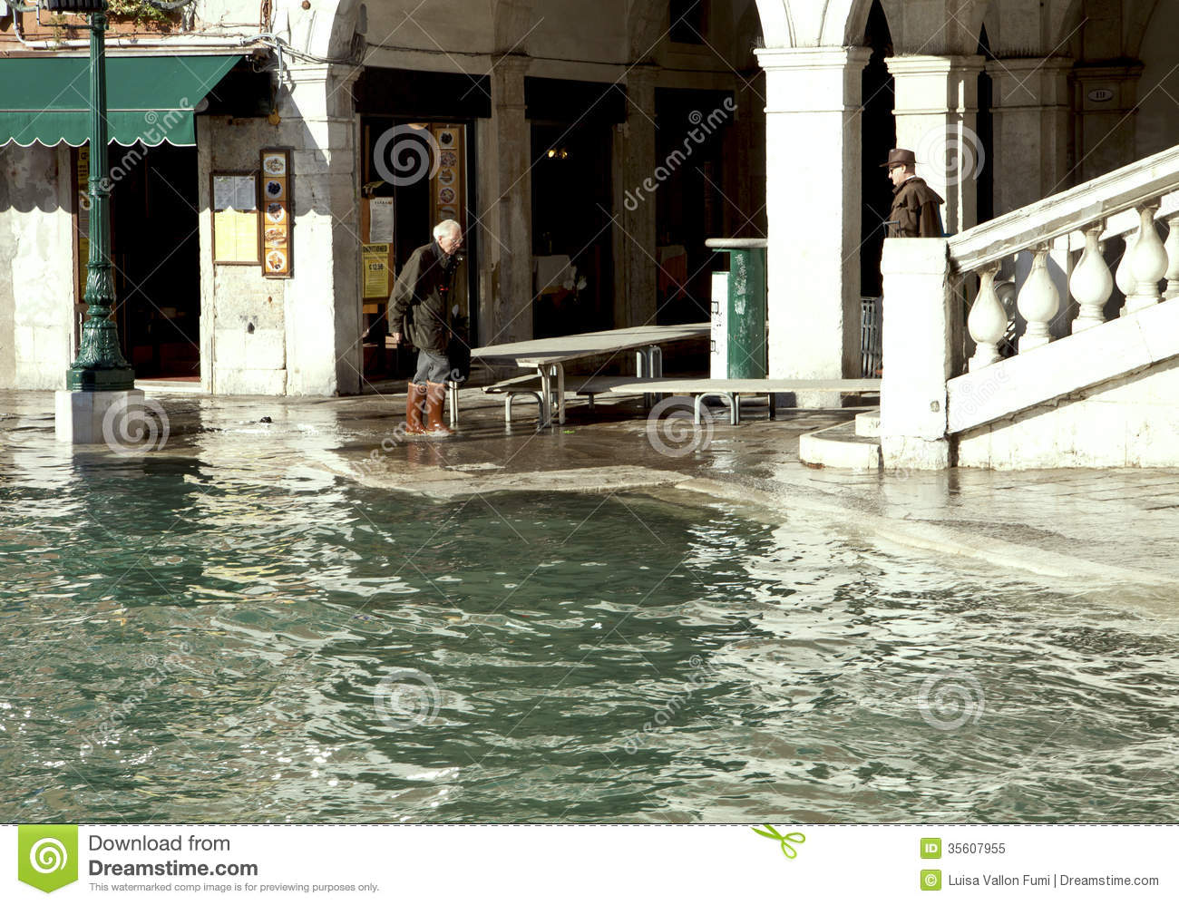 High Water In Rialto, Venice Editorial Image - Image: 35607955