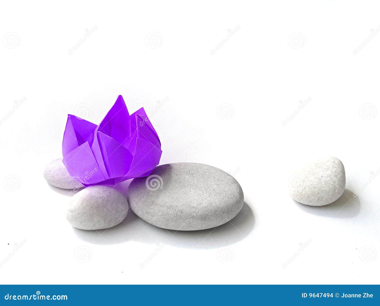 Highkey pourpr d 39 origami de papier de fleur de lotus images stock image 9647494 - Origami fleur de lotus ...