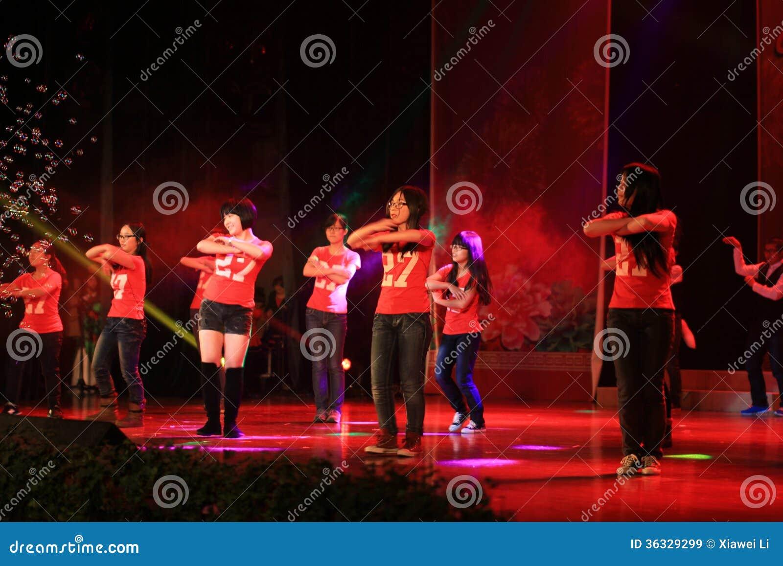 Highschool musikalische Bühnenshow in der Show des neuen Jahres
