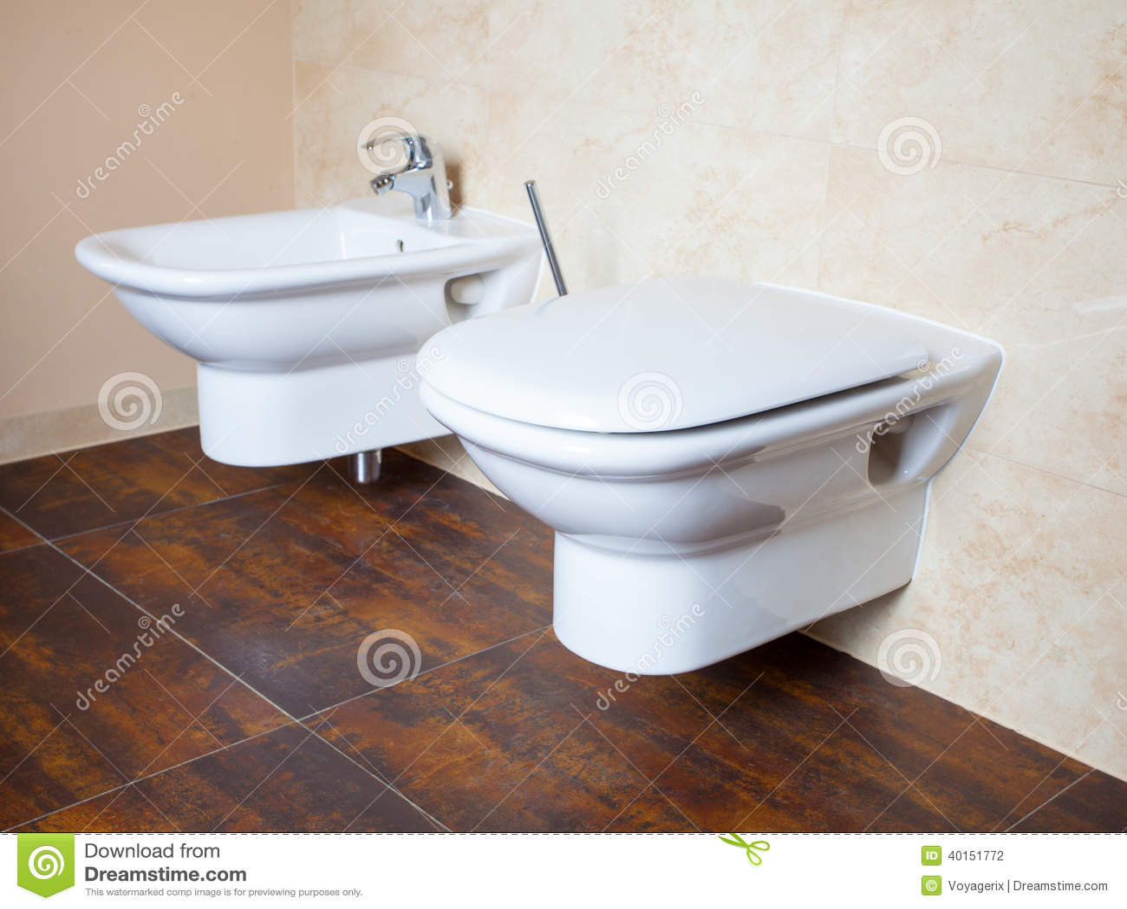 Higiene bid y retrete blancos de la porcelana interior - Como limpiar la porcelana del bano ...