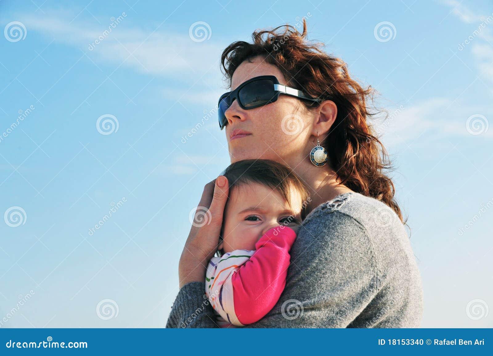 Hija de la madre del bebé