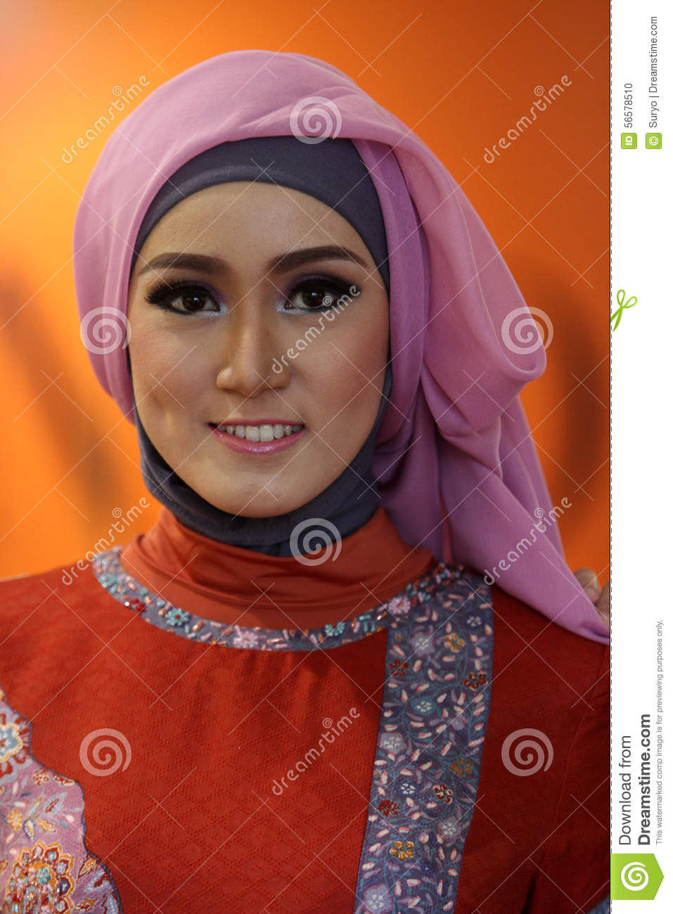 muslim singles in central city There's tons of singles we're one of the biggest dating sites on earth,  mingle 2 has singles in every city in the us,  muslim singles divorced singles milfs.