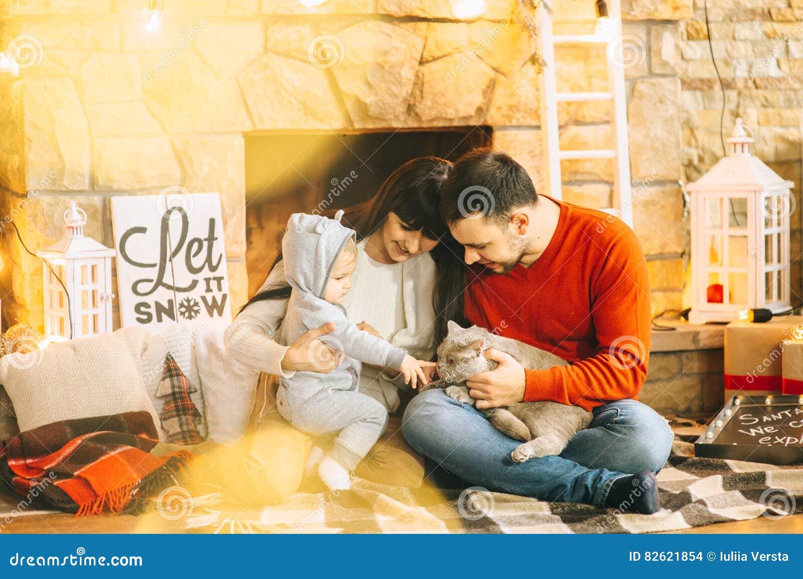 Hijo y gato del papá de la mamá de la Navidad