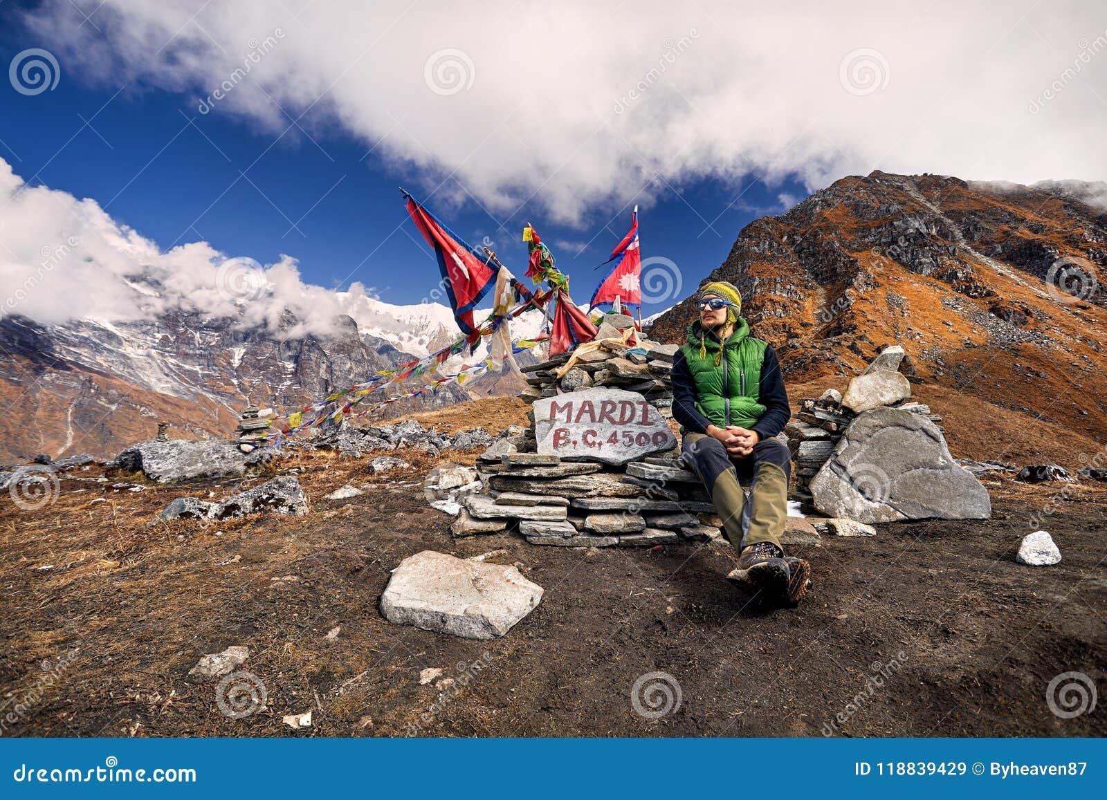 Hiking в горах Гималаев