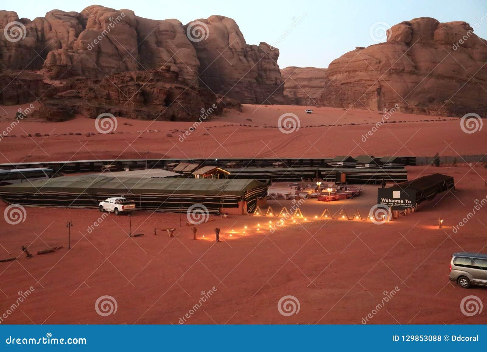Hillawikamp - nam zandkamp in Wadi Rum-woestijn, Jordanië toe